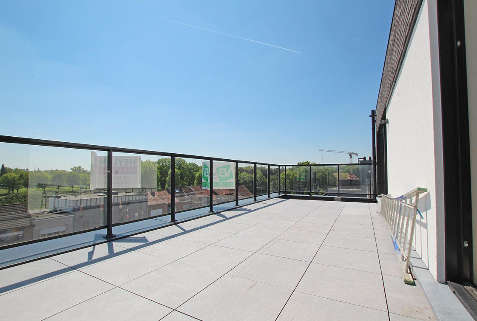 Prachtig dakappartement met maar liefst 2 ruime terrassen op gegeerde locatie! afbeelding 2