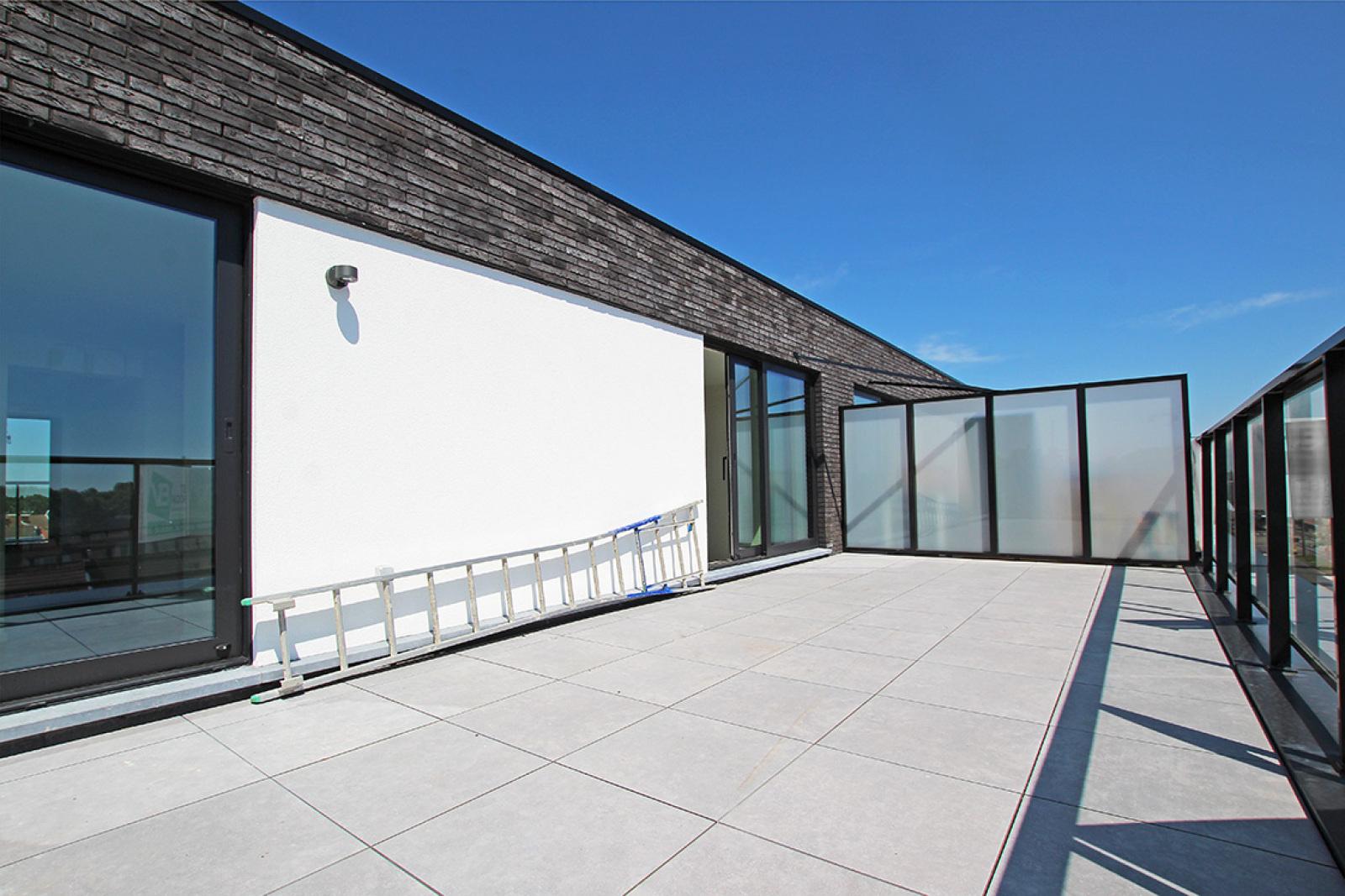 Prachtig dakappartement met maar liefst 2 ruime terrassen op gegeerde locatie! afbeelding 3