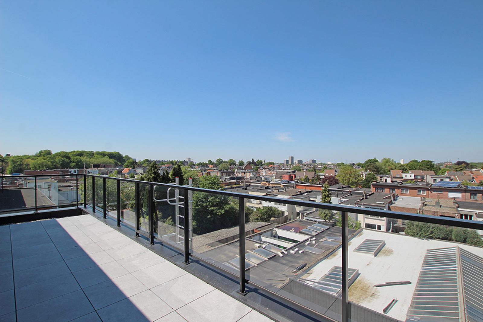 Prachtig dakappartement met maar liefst 2 ruime terrassen op gegeerde locatie! afbeelding 17