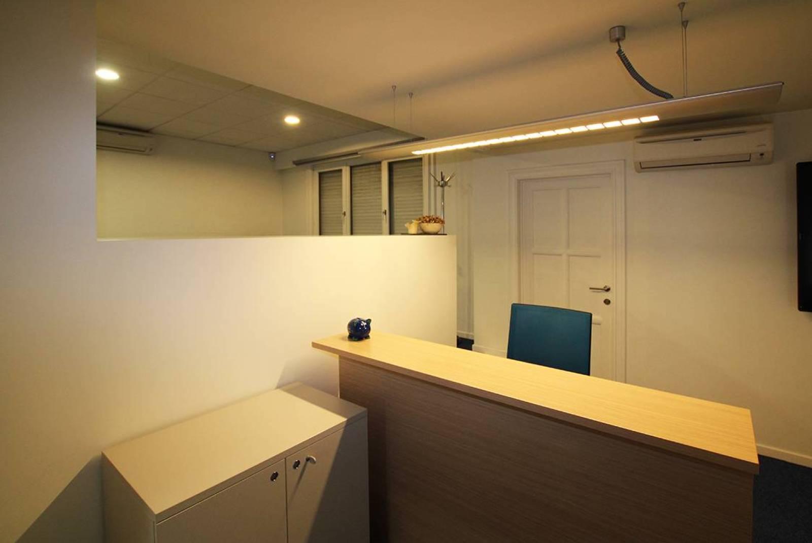Voormalig bankkantoor in een half-open bebouwing op zeer centrale en zichtbare locatie te Ekeren! afbeelding 12