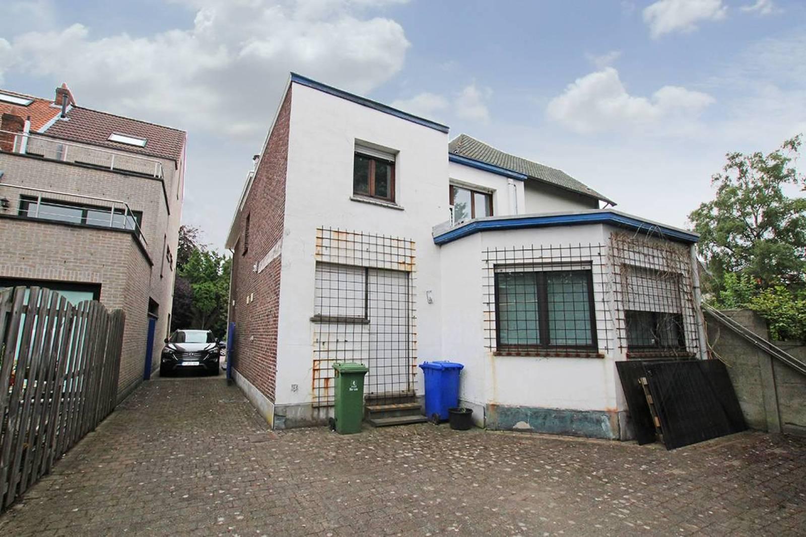 Voormalig bankkantoor in een half-open bebouwing op zeer centrale en zichtbare locatie te Ekeren! afbeelding 22