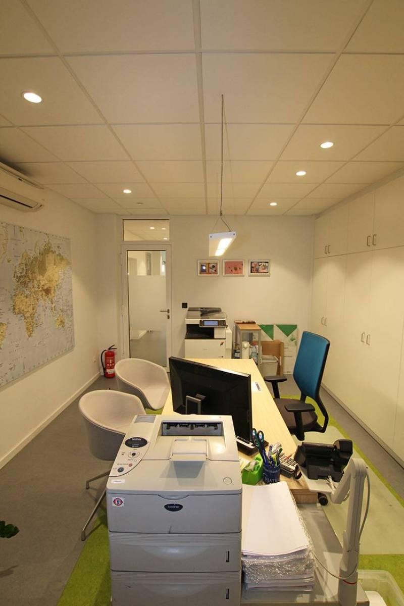 Voormalig bankkantoor in een half-open bebouwing op zeer centrale en zichtbare locatie te Ekeren! afbeelding 7