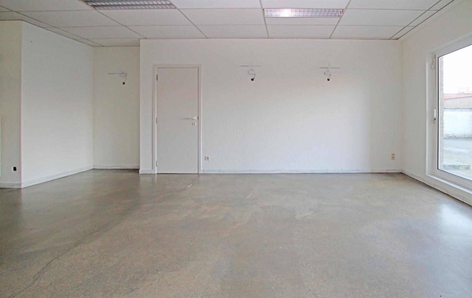 Ruime kantoorruimte (+/-400m²) + parkings afbeelding 5