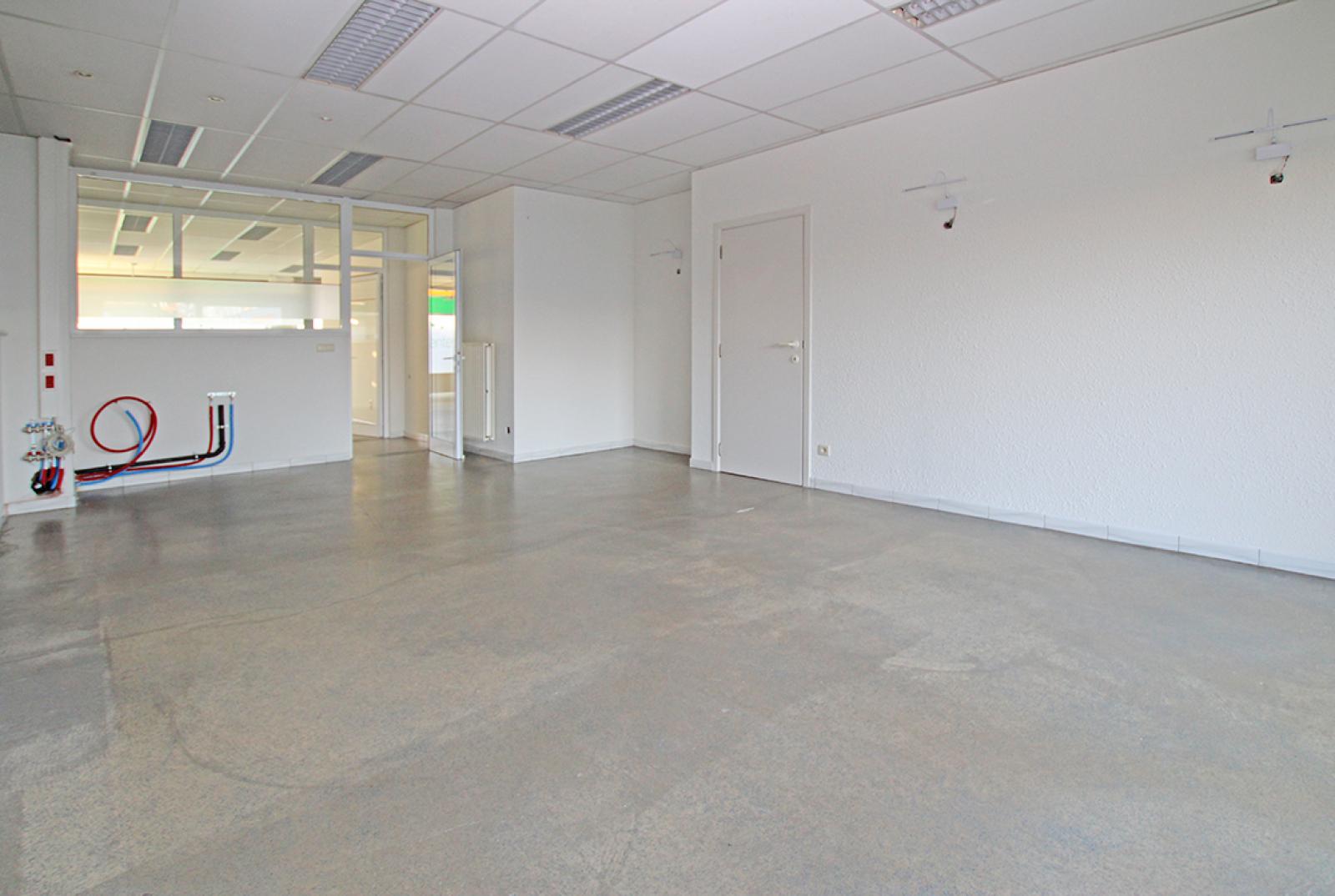 Ruime kantoorruimte (+/-400m²) + parkings afbeelding 6