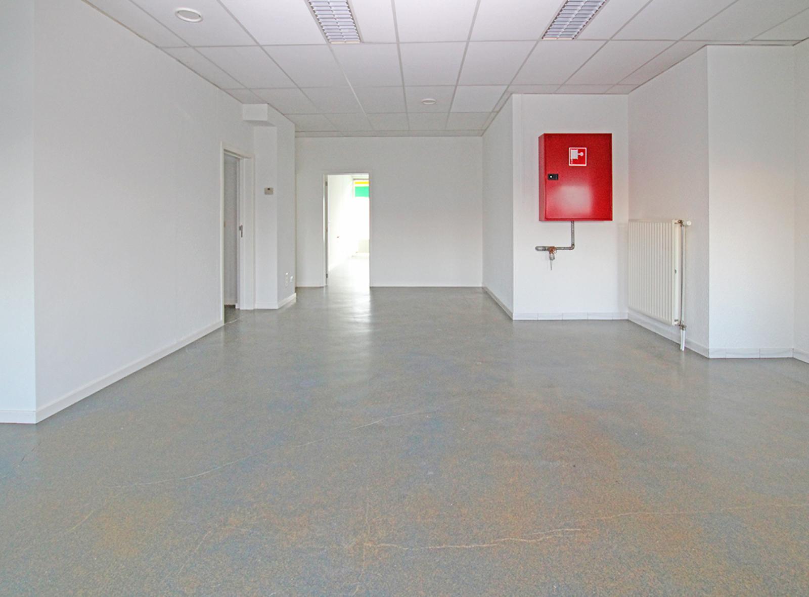 Ruime kantoorruimte (+/-400m²) + parkings afbeelding 7