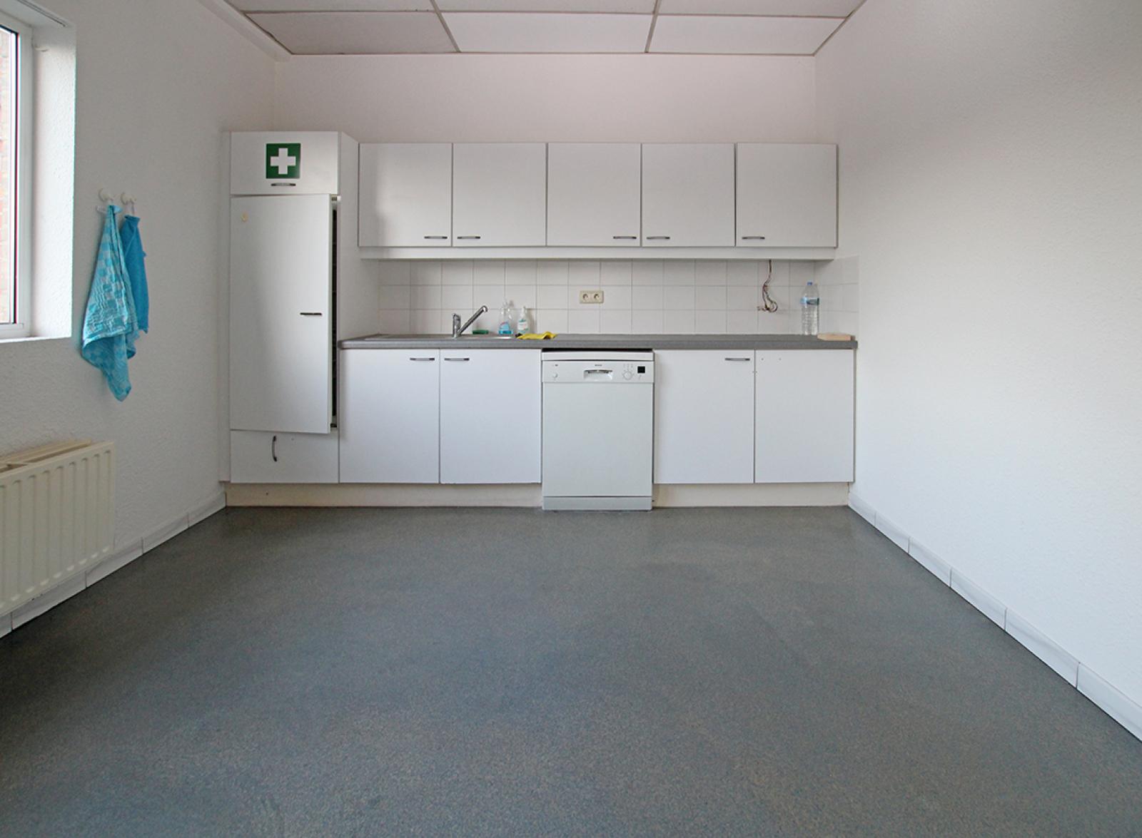 Ruime kantoorruimte (+/-400m²) + parkings afbeelding 10