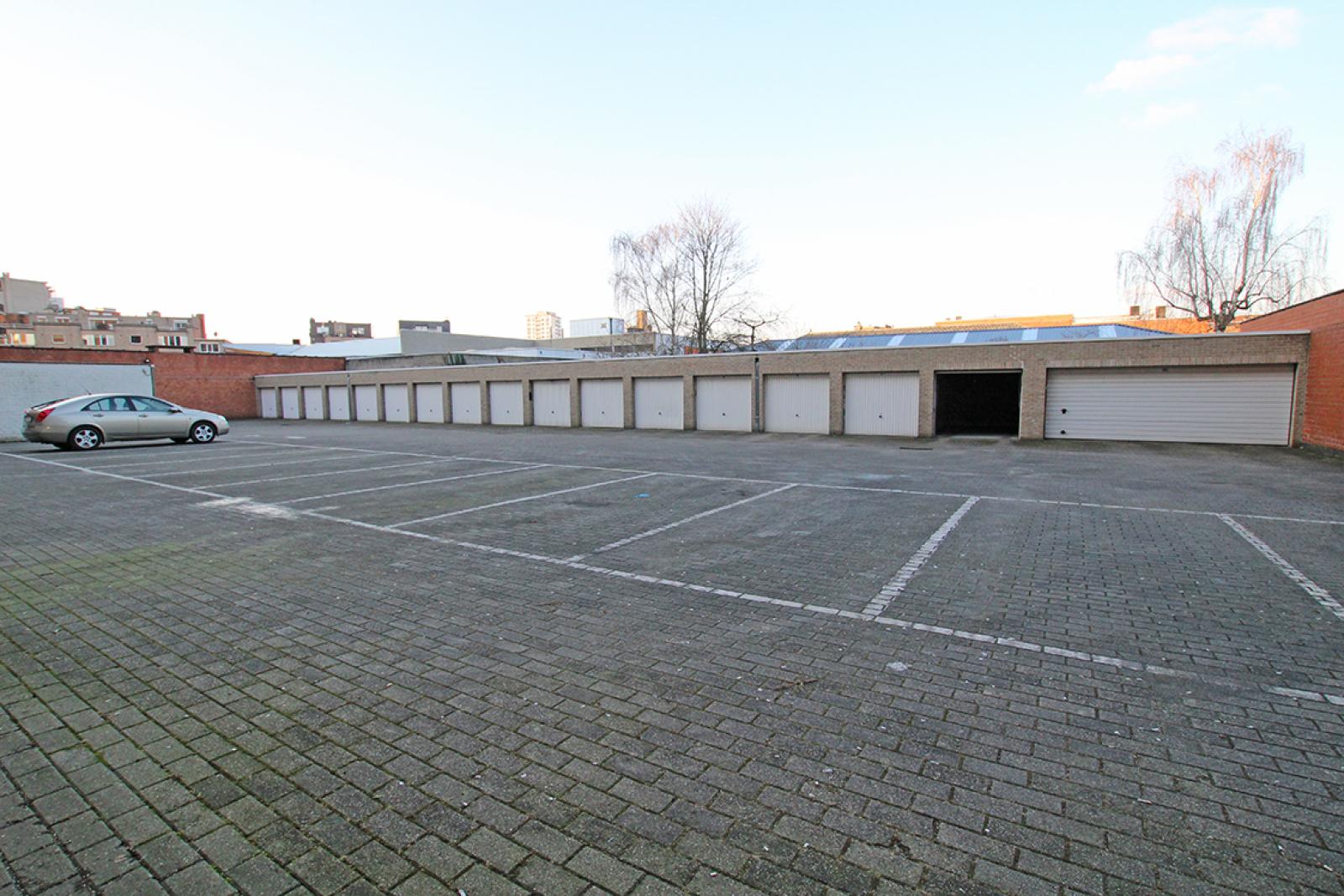 Ruime kantoorruimte (+/-400m²) + parkings afbeelding 14