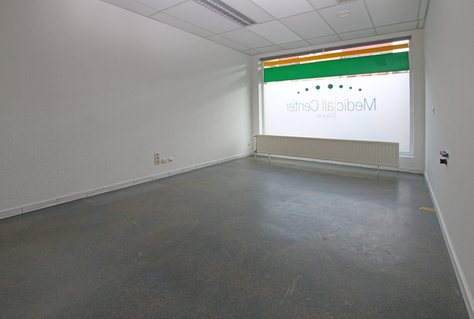 Ruime kantoorruimte (+/-400m²) + parkings afbeelding 13