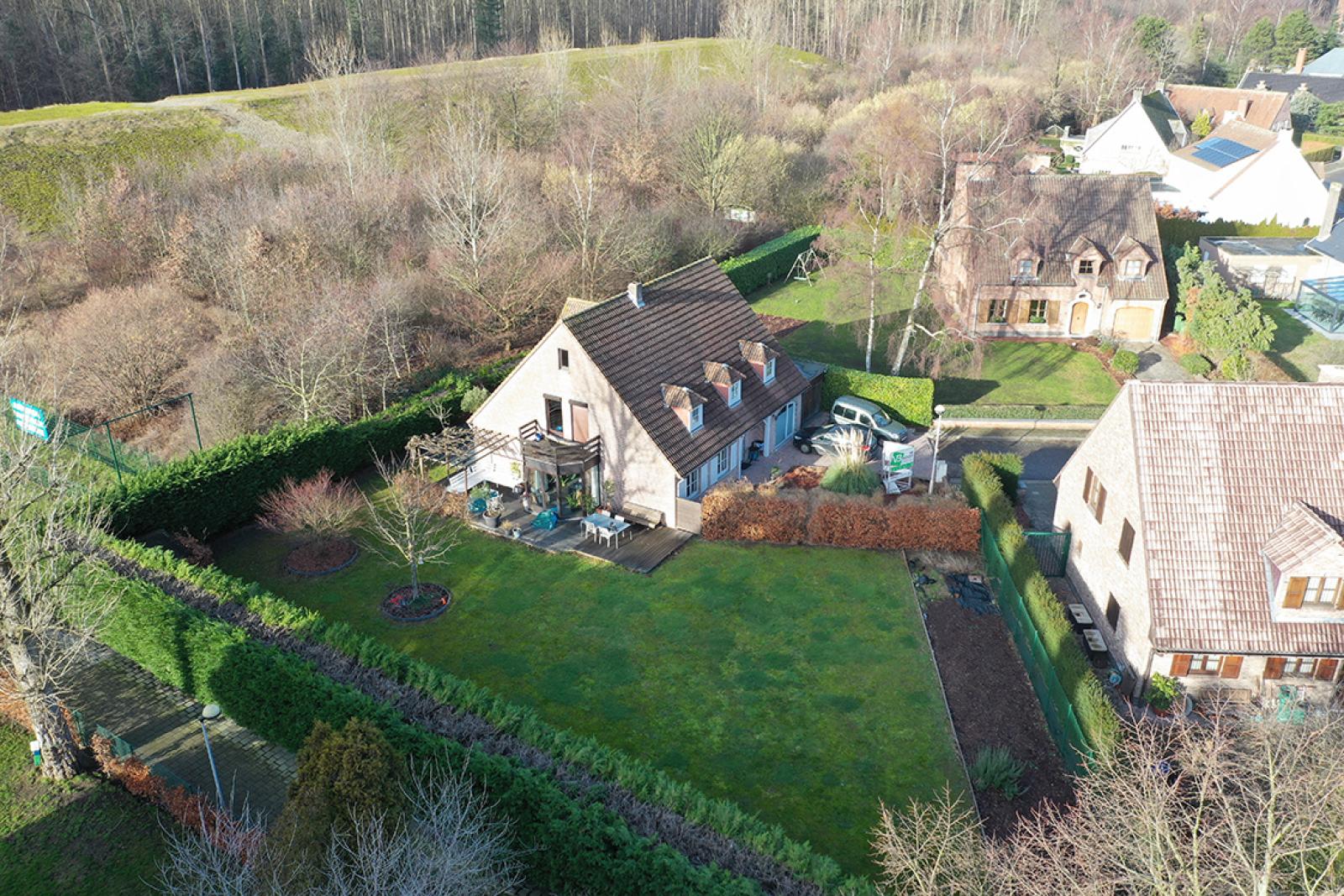 Stijlvolle landelijke villa op een perceel van 1.107 m² in een zeer gegeerd doodlopend straatje te Linkeroever! afbeelding 1