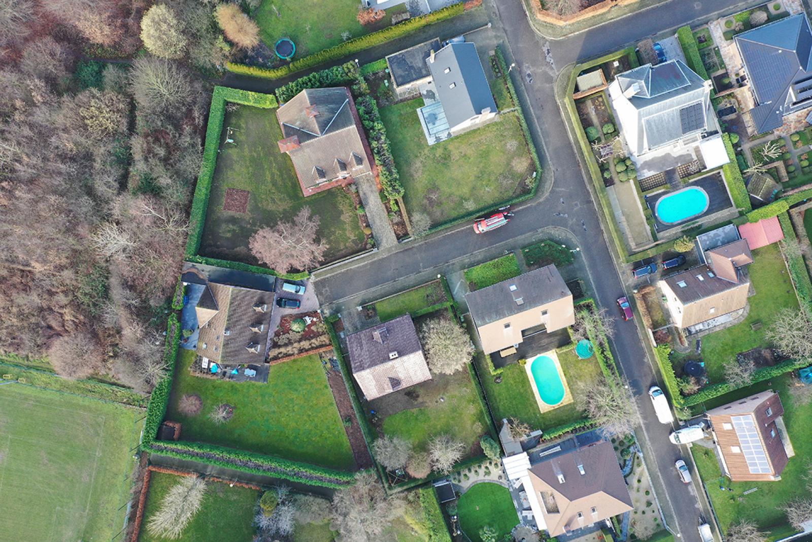 Stijlvolle landelijke villa op een perceel van 1.107 m² in een zeer gegeerd doodlopend straatje te Linkeroever! afbeelding 2