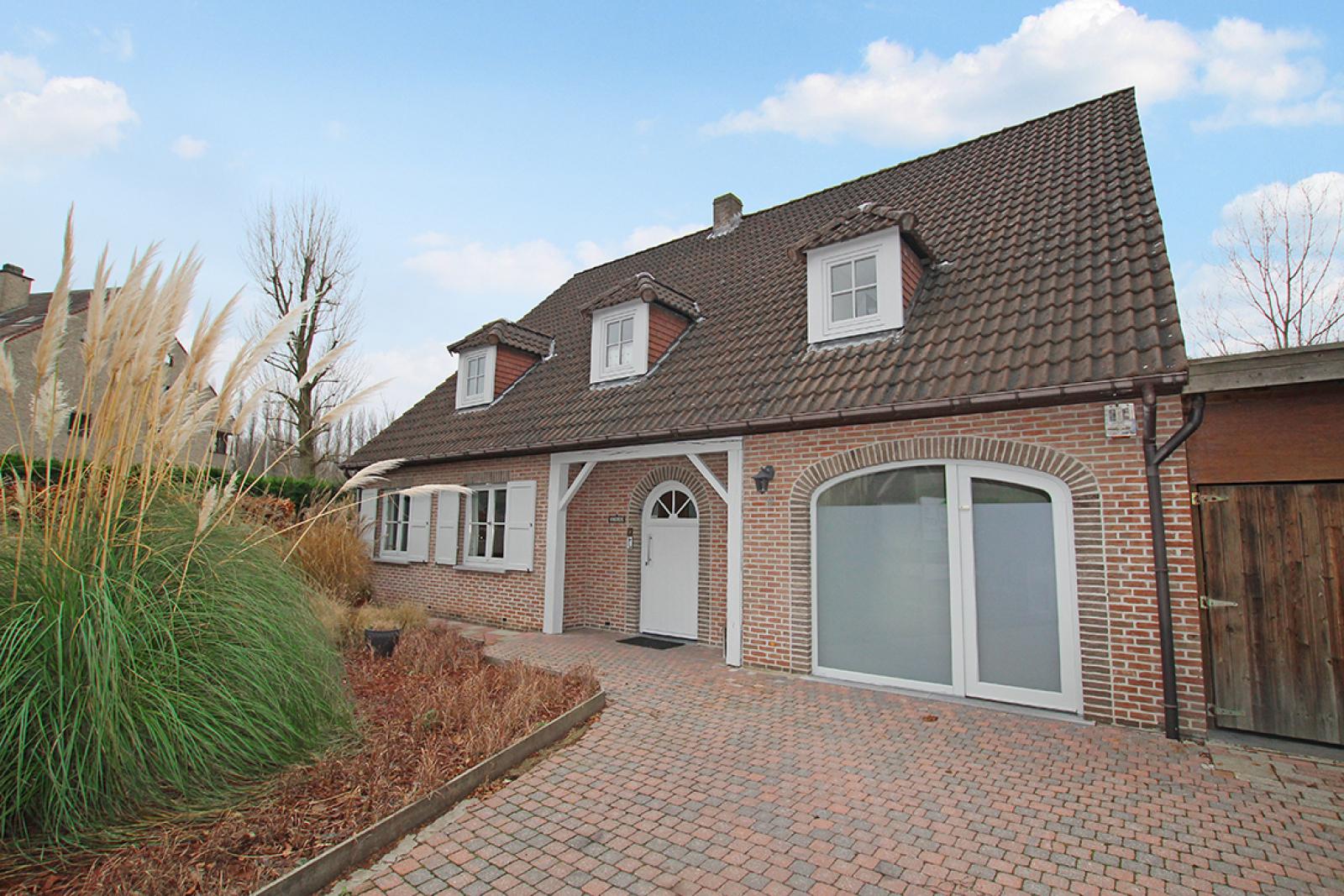 Stijlvolle landelijke villa op een perceel van 1.107 m² in een zeer gegeerd doodlopend straatje te Linkeroever! afbeelding 4