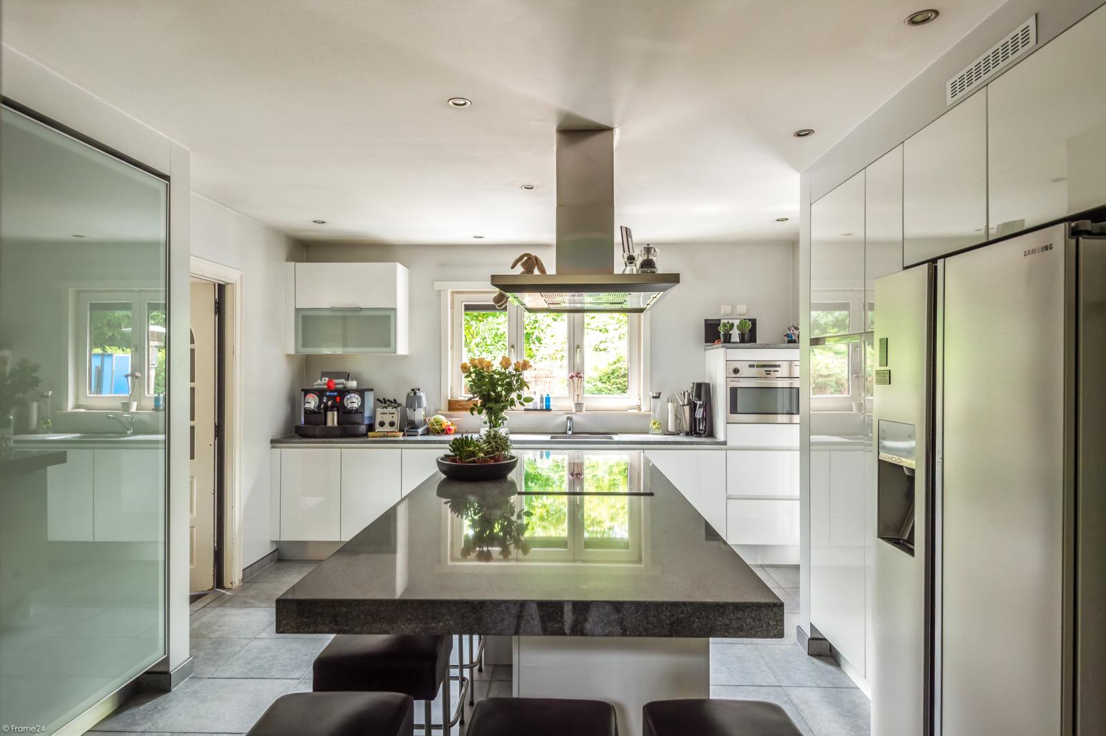 Stijlvolle landelijke villa op een perceel van 1.107 m² in een zeer gegeerd doodlopend straatje te Linkeroever! afbeelding 12