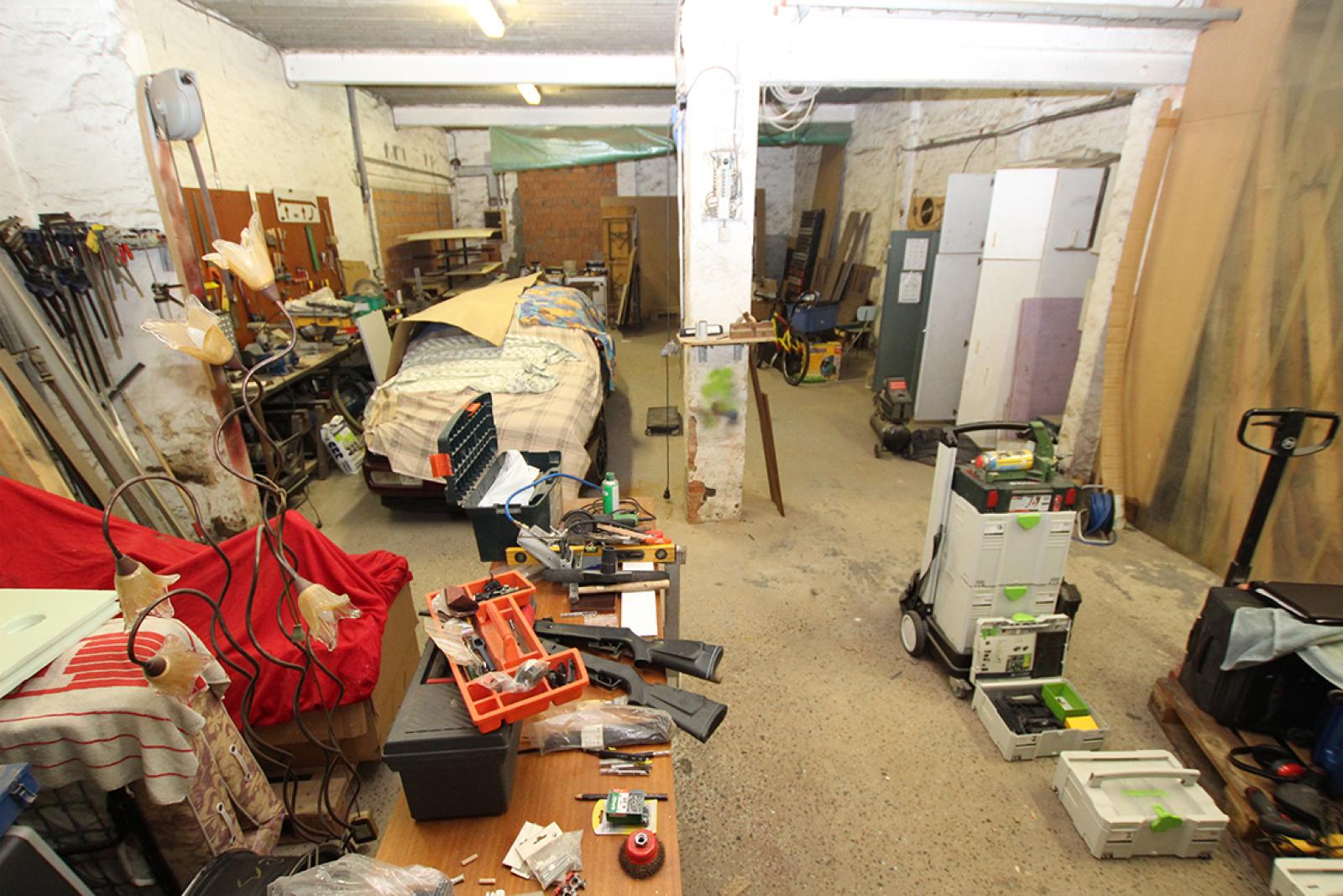 Zeer groot magazijn/garage (+/- 350 m²) op centrale locatie te Schoten! afbeelding 9