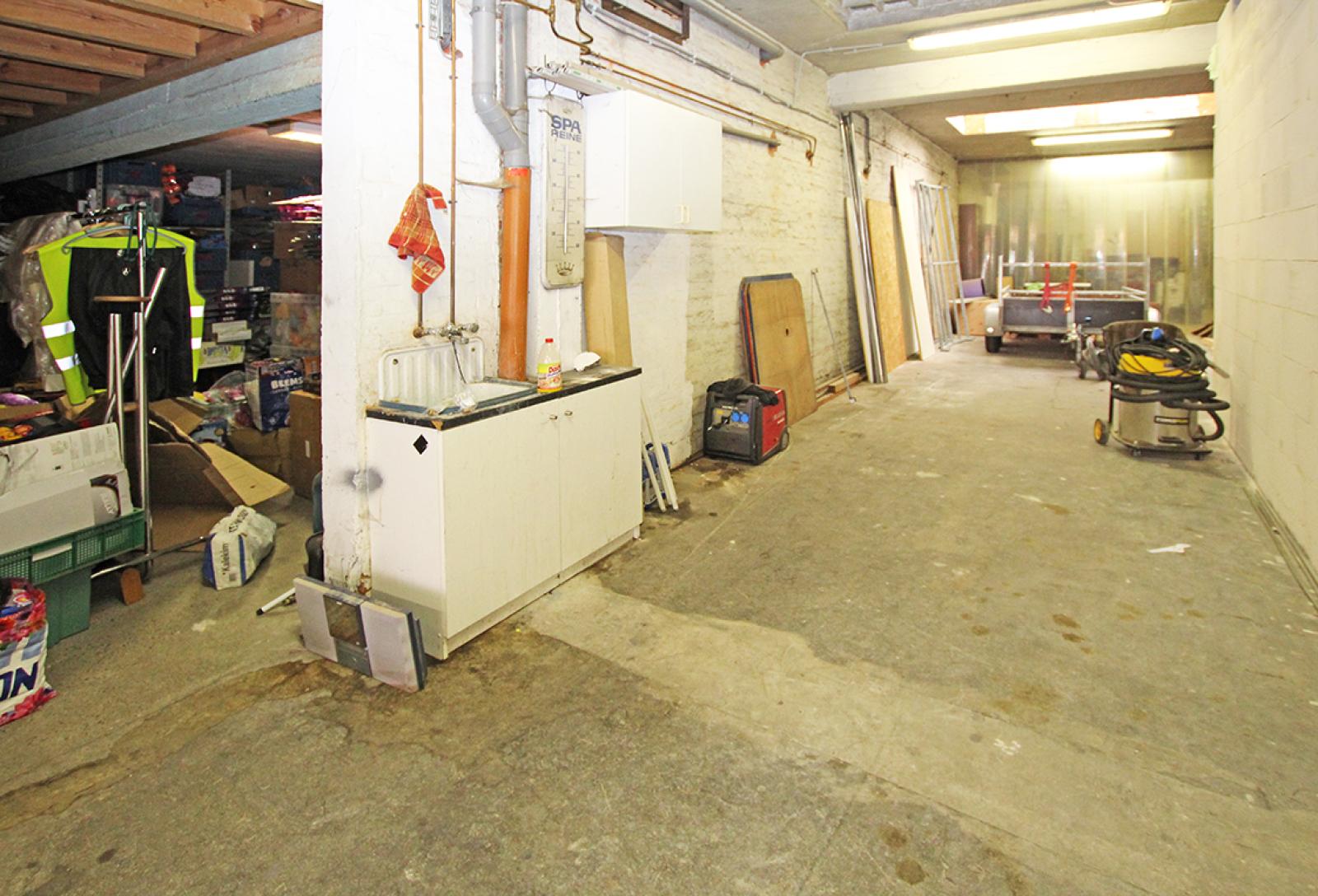 Zeer groot magazijn/garage (+/- 350 m²) op centrale locatie te Schoten! afbeelding 6