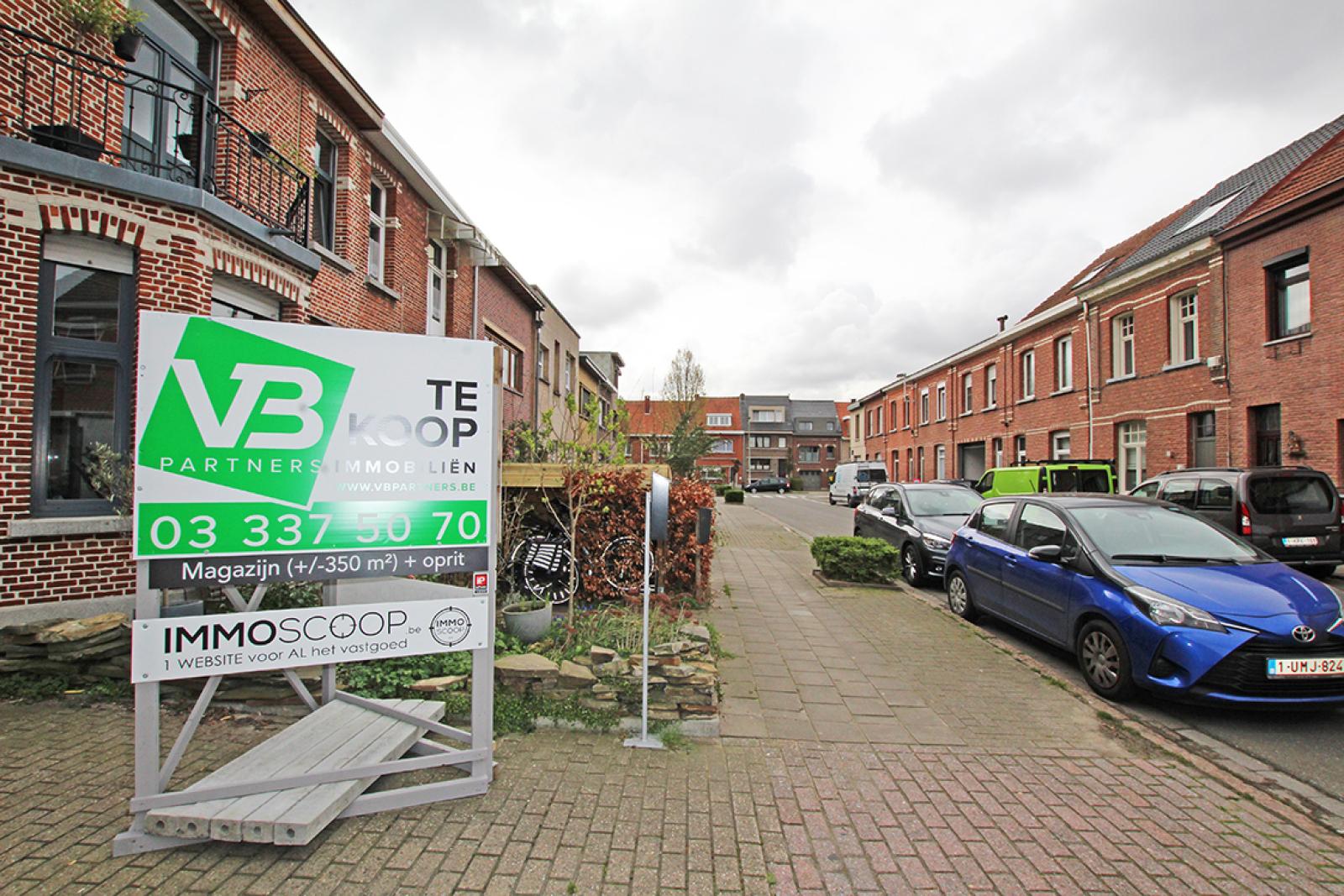 Zeer groot magazijn/garage (+/- 350 m²) op centrale locatie te Schoten! afbeelding 14