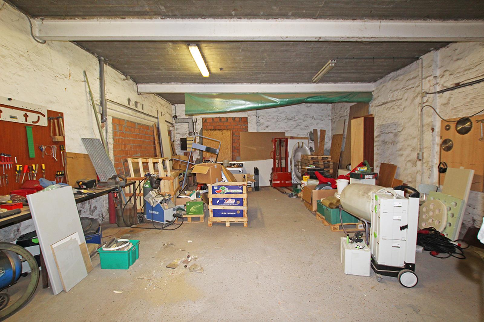 Zeer groot magazijn/garage (+/- 350 m²) op centrale locatie te Schoten! afbeelding 8