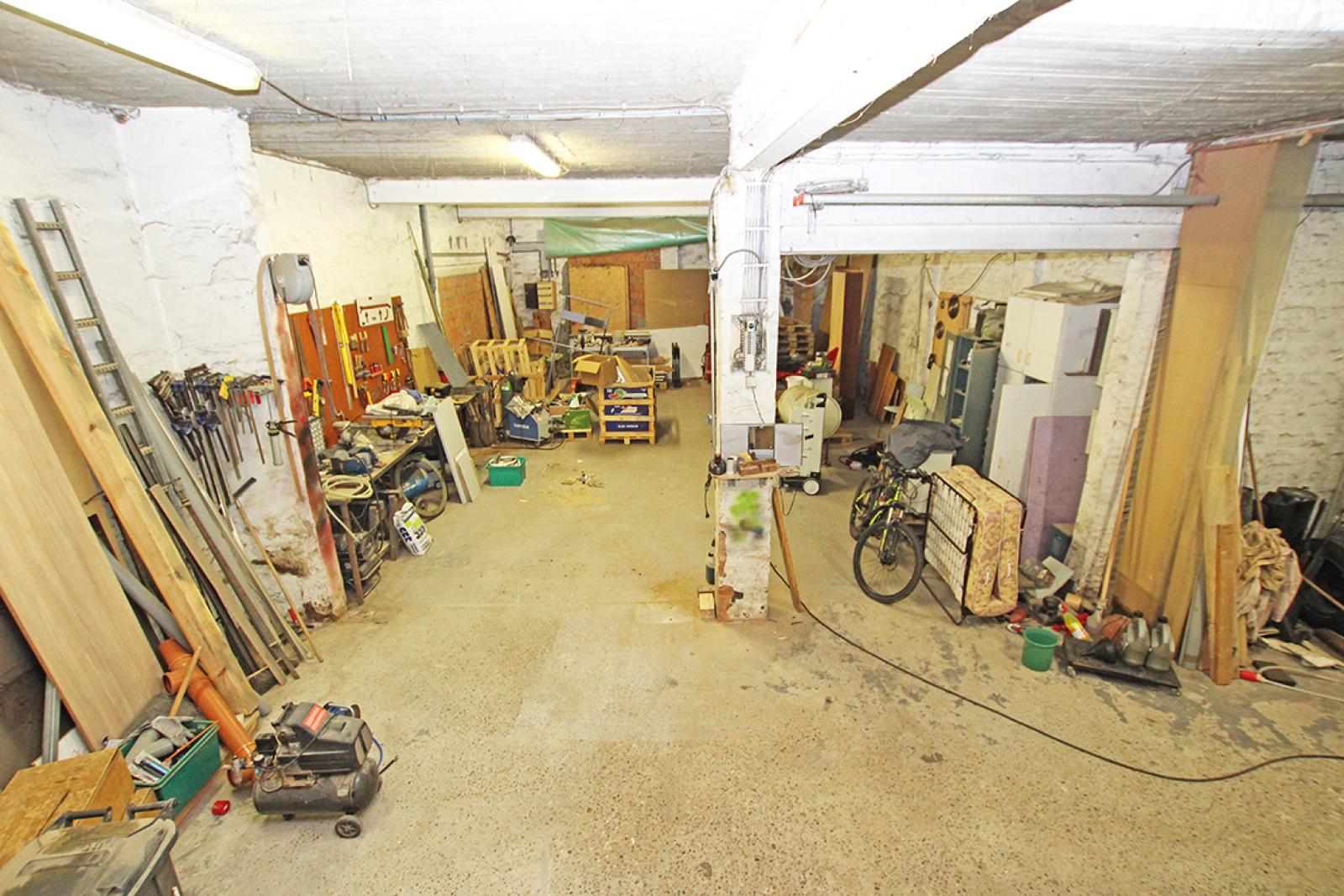 Zeer groot magazijn/garage (+/- 350 m²) op centrale locatie te Schoten! afbeelding 13