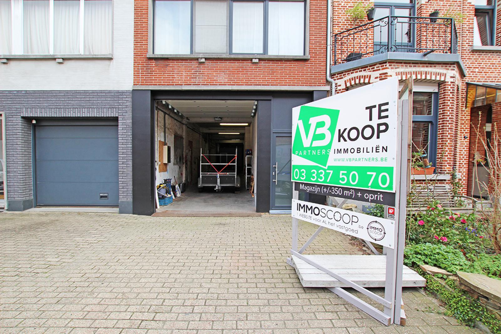 Zeer groot magazijn/garage (+/- 350 m²) op centrale locatie te Schoten! afbeelding 1