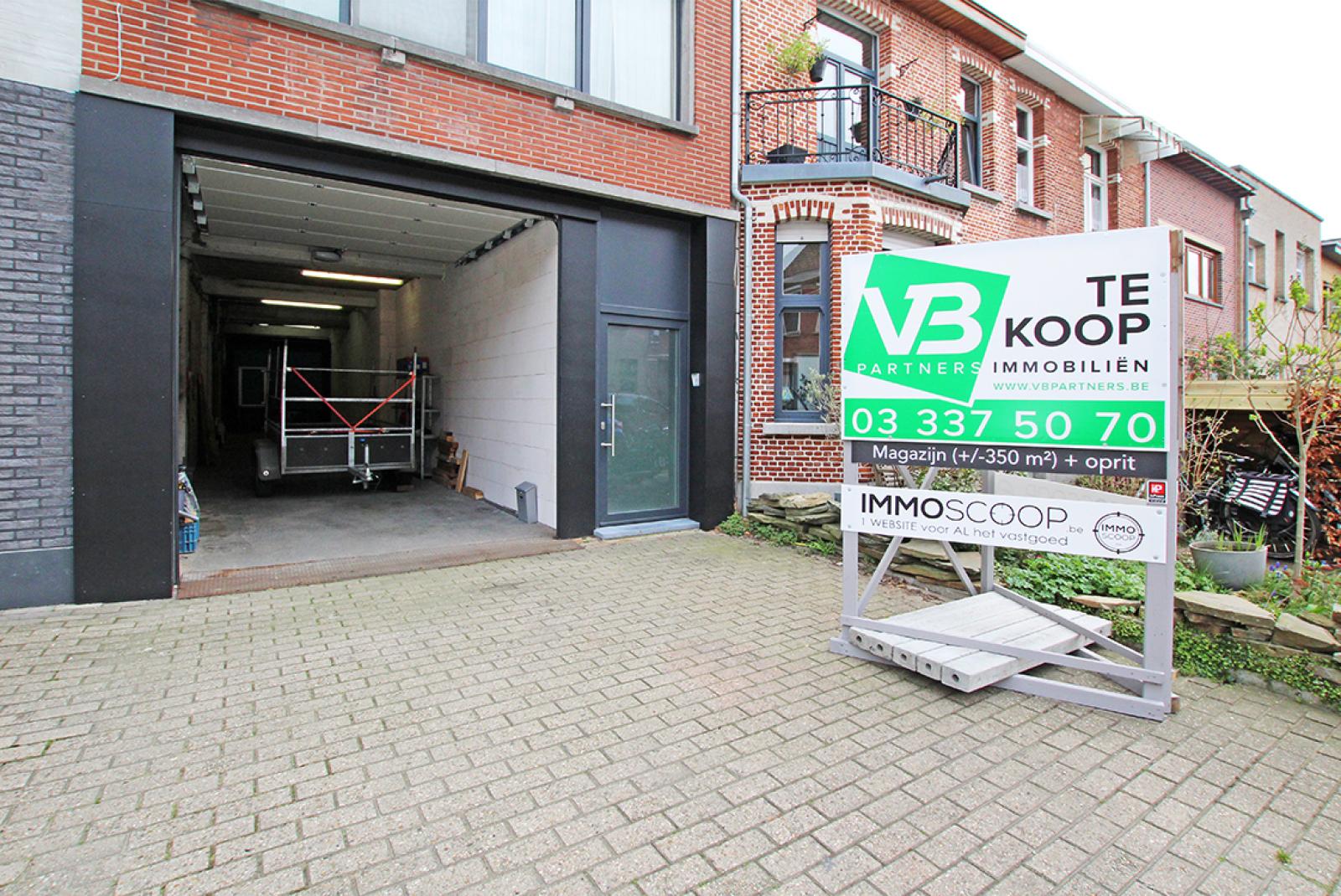 Zeer groot magazijn/garage (+/- 350 m²) op centrale locatie te Schoten! afbeelding 2