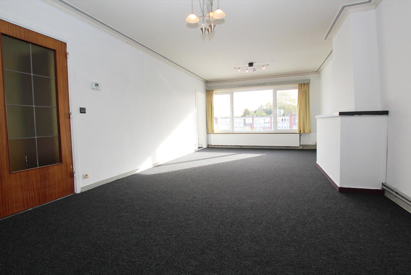 Te renoveren appartement met drie slaapkamers op centrale locatie te Deurne! afbeelding 3