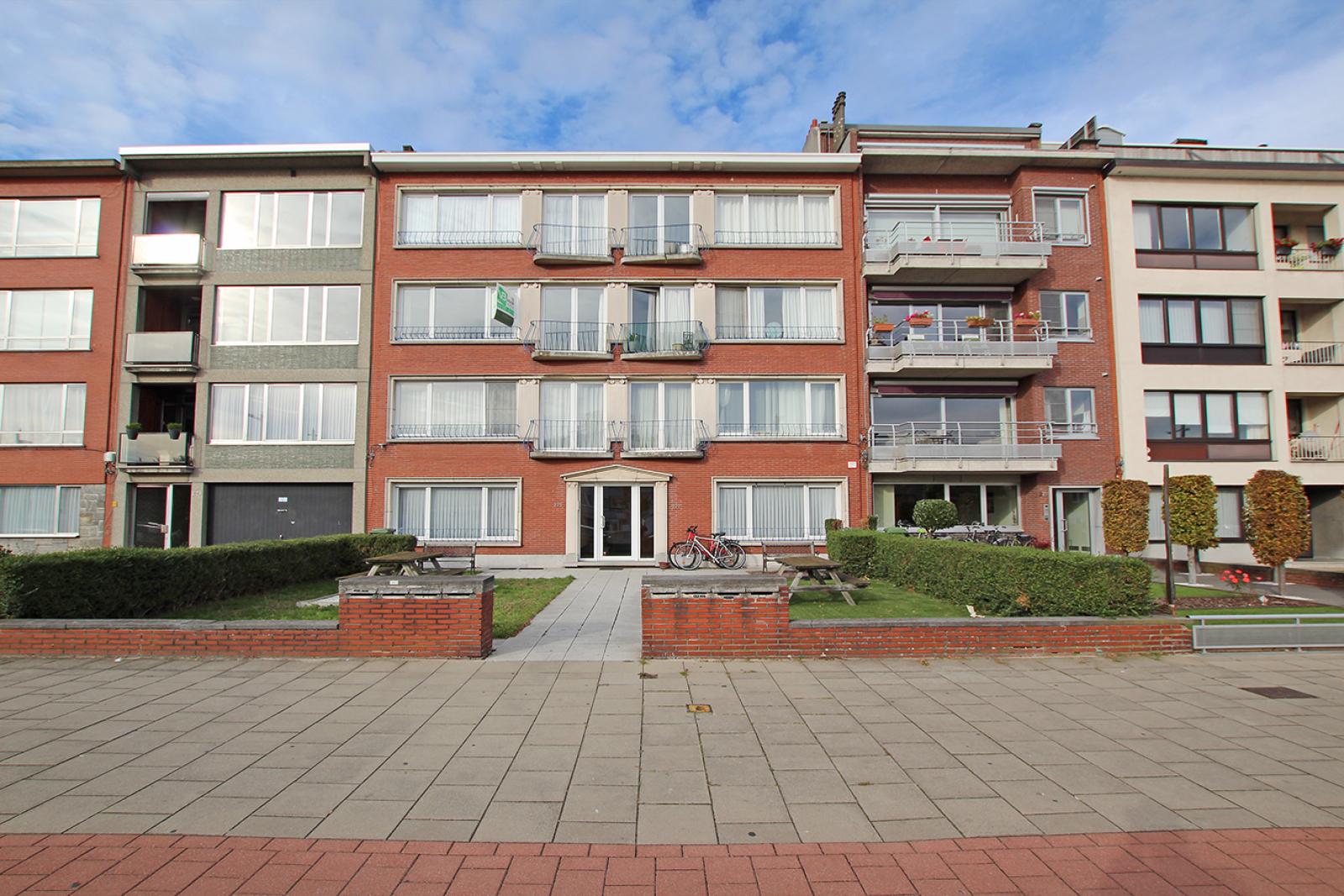 Te renoveren appartement met drie slaapkamers op centrale locatie te Deurne! afbeelding 1