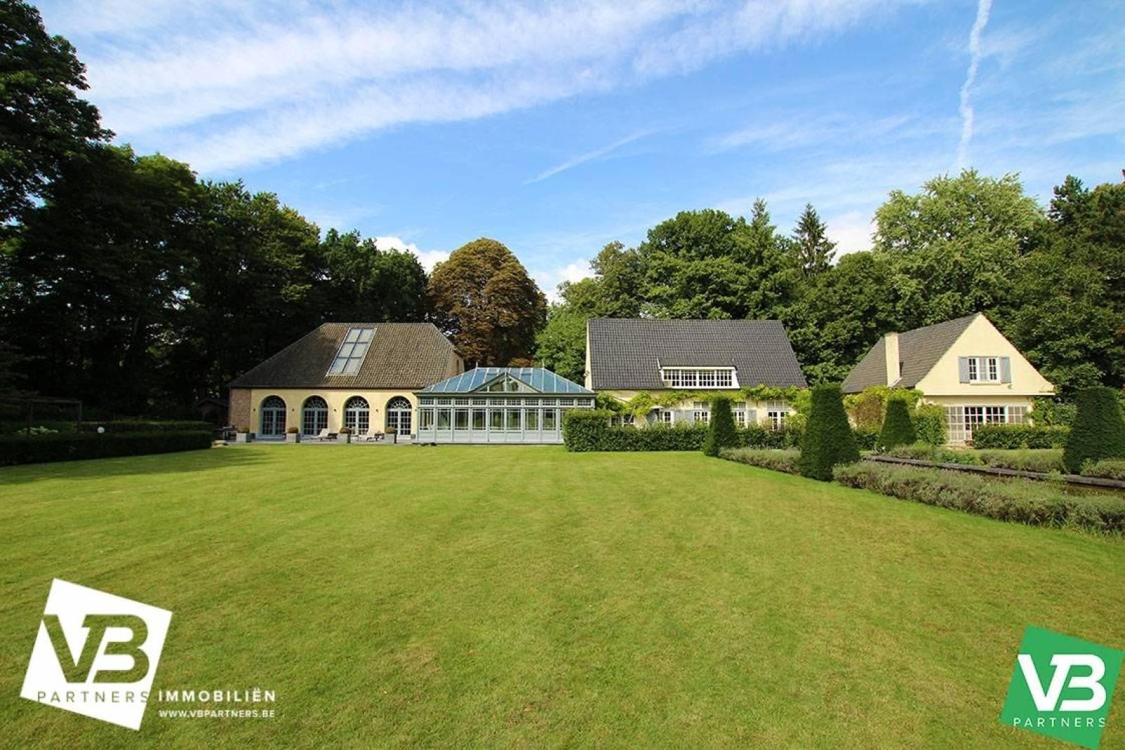 Prachtig domein met riante villa en zwembad op toplocatie te Schoten! afbeelding 3