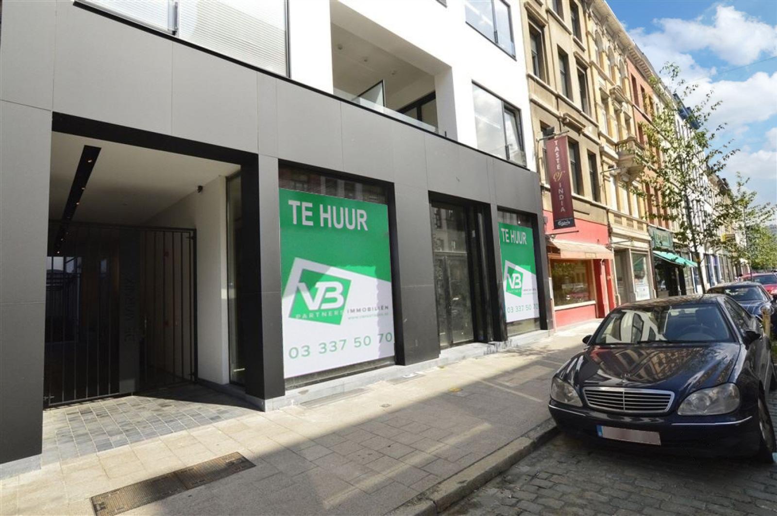 Mooie handelsruimte (128m²) met riante kelder (70m²) aan de Marnixplaats te Antwerpen! afbeelding 3