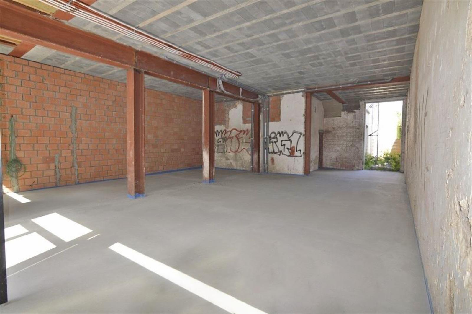 Mooie handelsruimte (128m²) met riante kelder (70m²) aan de Marnixplaats te Antwerpen! afbeelding 4