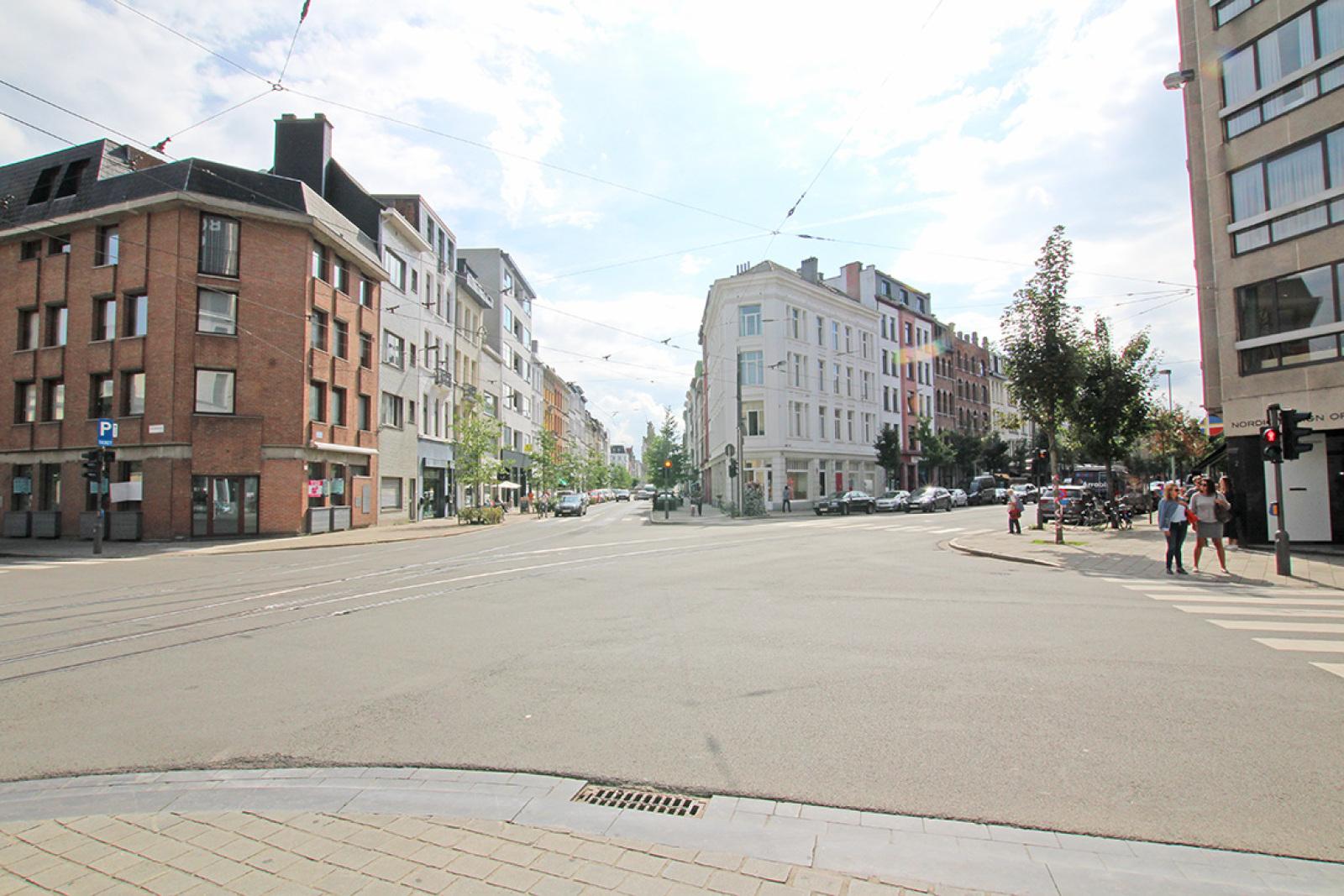 Mooie handelsruimte (128m²) met riante kelder (70m²) aan de Marnixplaats te Antwerpen! afbeelding 8