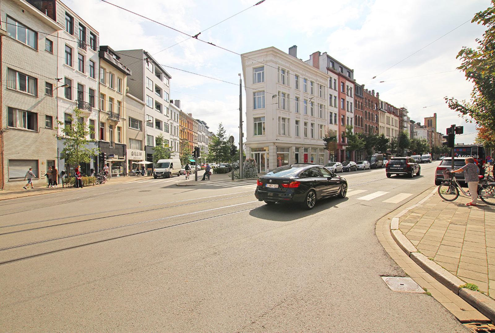 Mooie handelsruimte (128m²) met riante kelder (70m²) aan de Marnixplaats te Antwerpen! afbeelding 9
