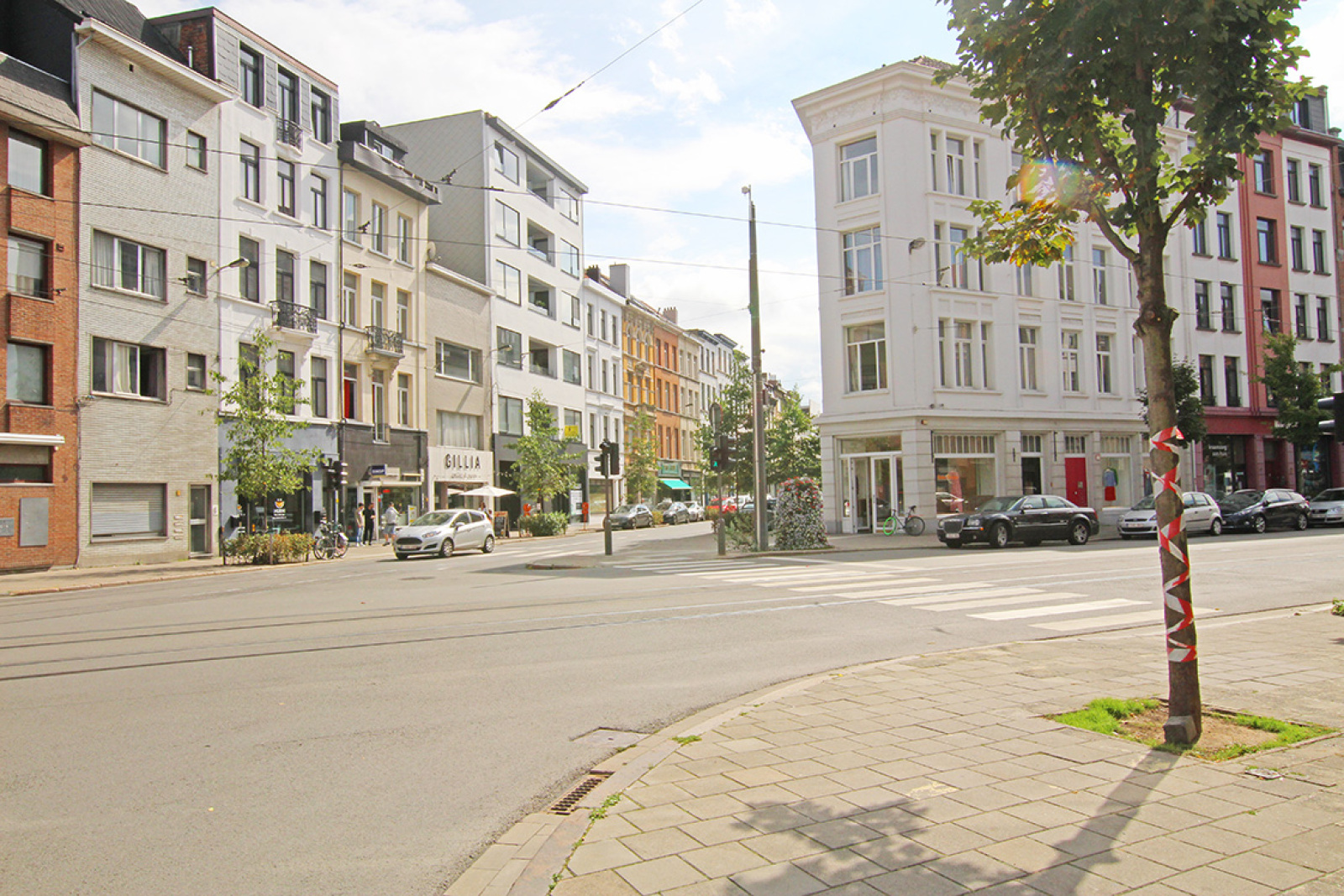 Mooie handelsruimte (128m²) met riante kelder (70m²) aan de Marnixplaats te Antwerpen! afbeelding 1