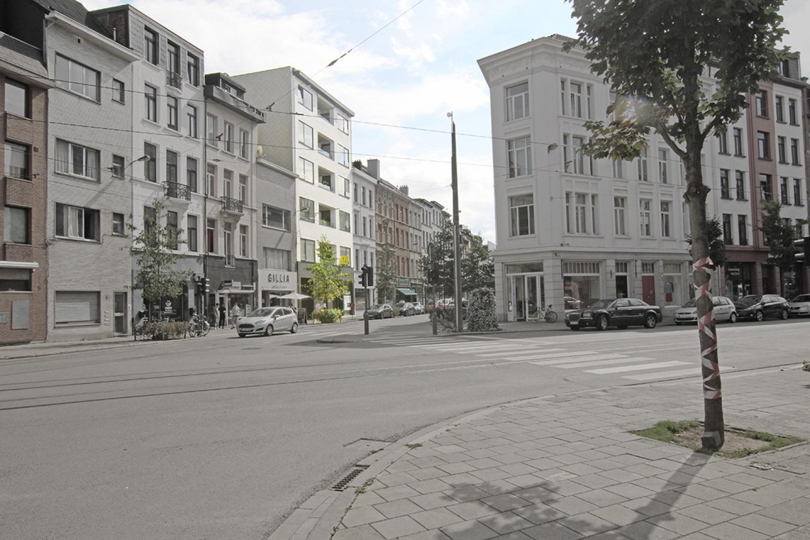 Mooie handelsruimte (128m²) met riante kelder (70m²) aan de Marnixplaats te Antwerpen! afbeelding 2