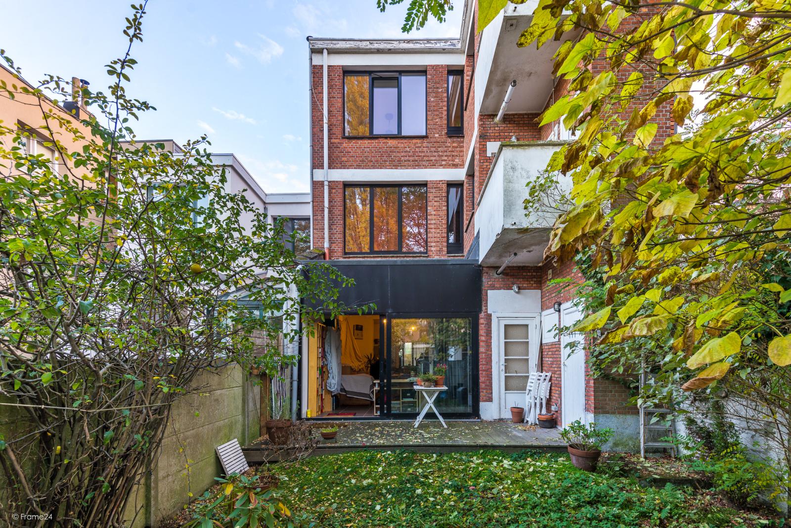 Gelijkvloers appartement (80 m²) met één slaapkamer en gezellige tuin te Berchem! afbeelding 1