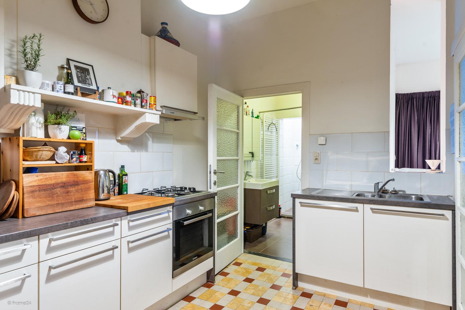 Gelijkvloers appartement (80 m²) met één slaapkamer en gezellige tuin te Berchem! afbeelding 4
