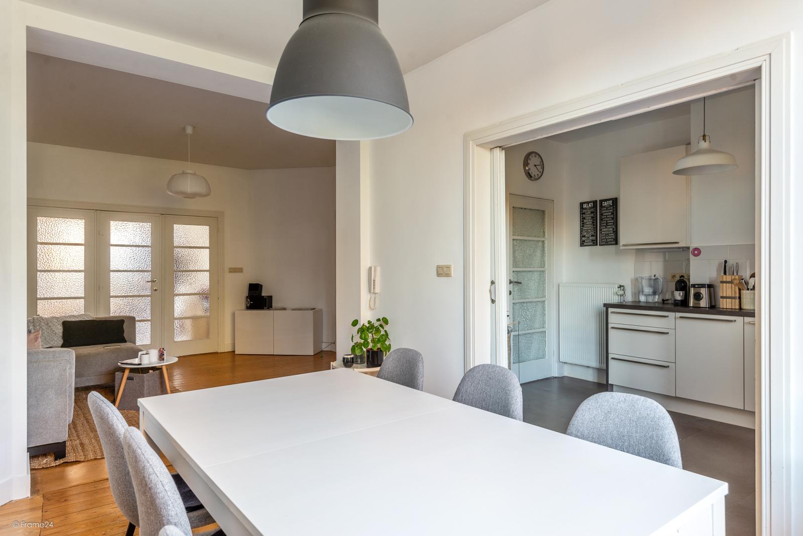 Zeer mooi appartement (75 m²) met één slaapkamer en terras te Berchem! afbeelding 3