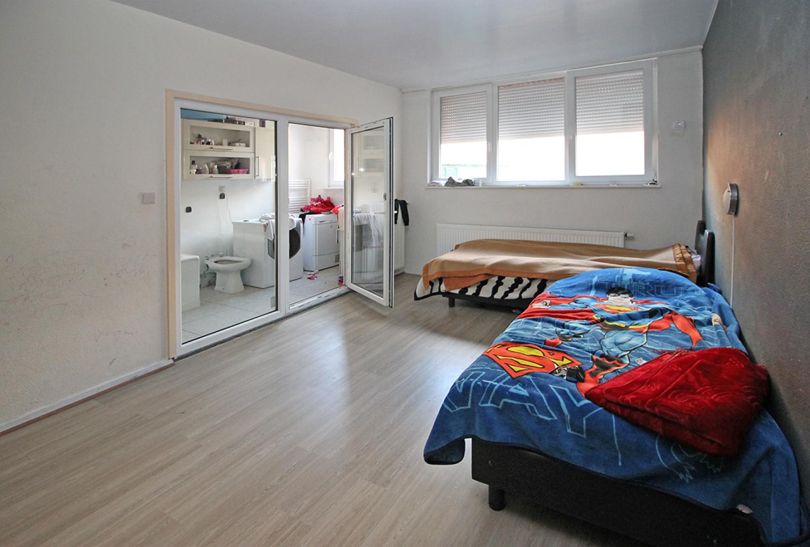 Groot magazijn (+/- 140 m²) + 2-slpk appartement (75 m²) te Borgerhout!  afbeelding 5