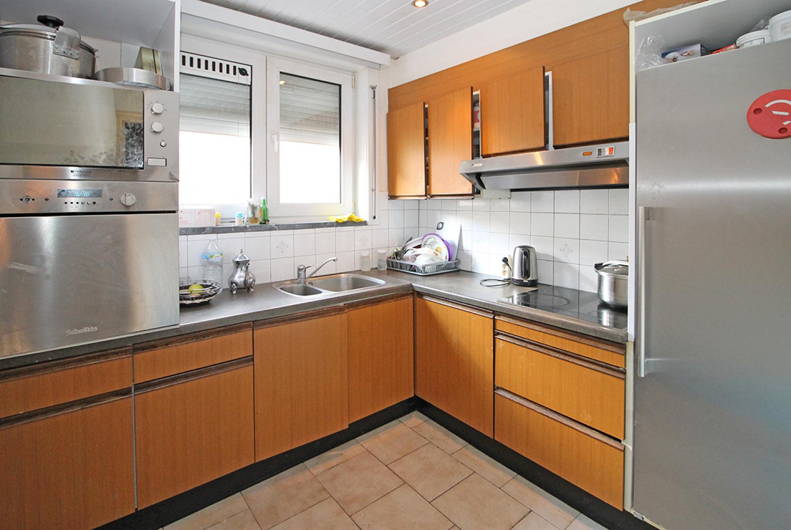 Groot magazijn (+/- 140 m²) + 2-slpk appartement (75 m²) te Borgerhout!  afbeelding 3
