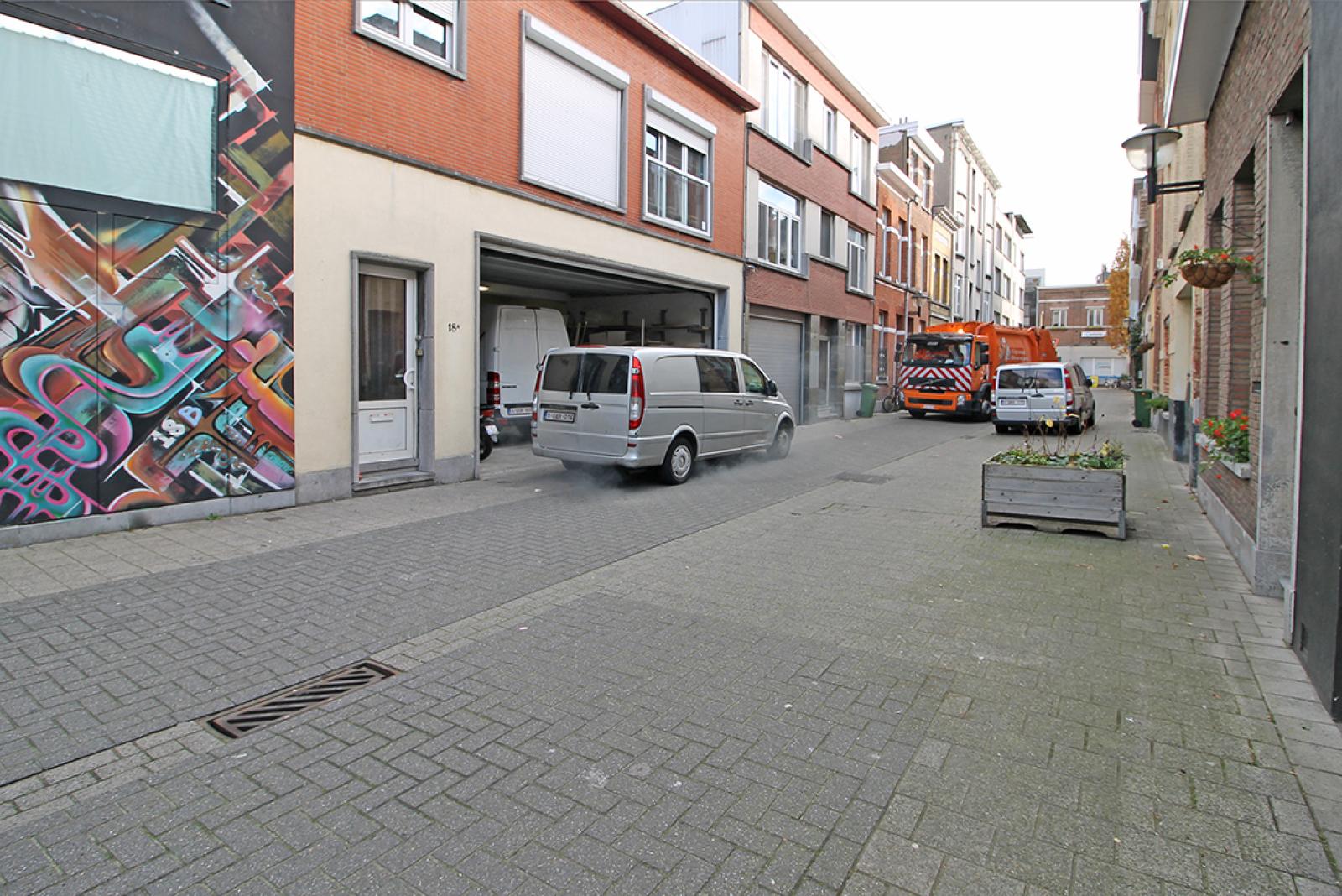 Groot magazijn (+/- 140 m²) + 2-slpk appartement (75 m²) te Borgerhout!  afbeelding 13