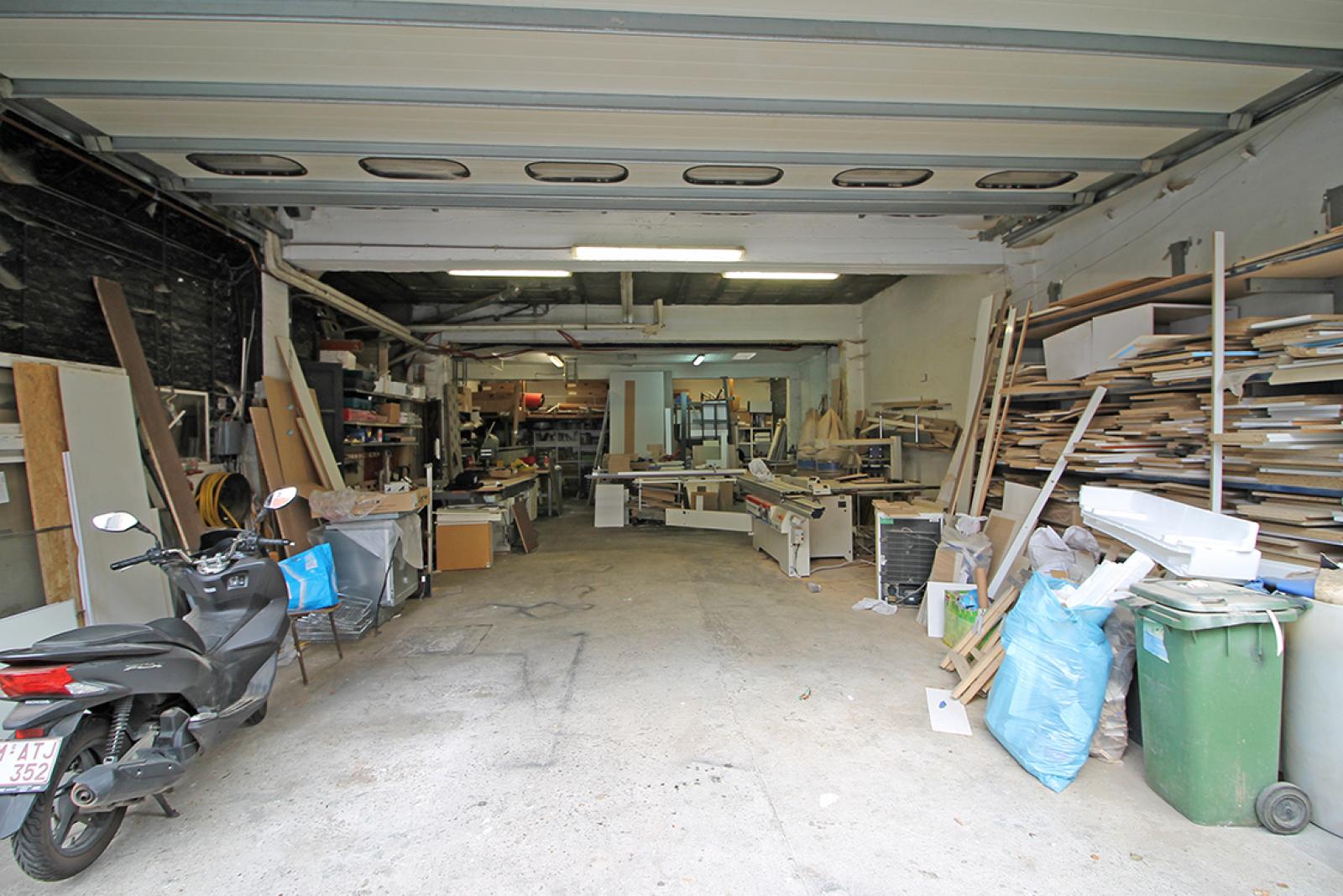 Groot magazijn (+/- 140 m²) + 2-slpk appartement (75 m²) te Borgerhout!  afbeelding 10