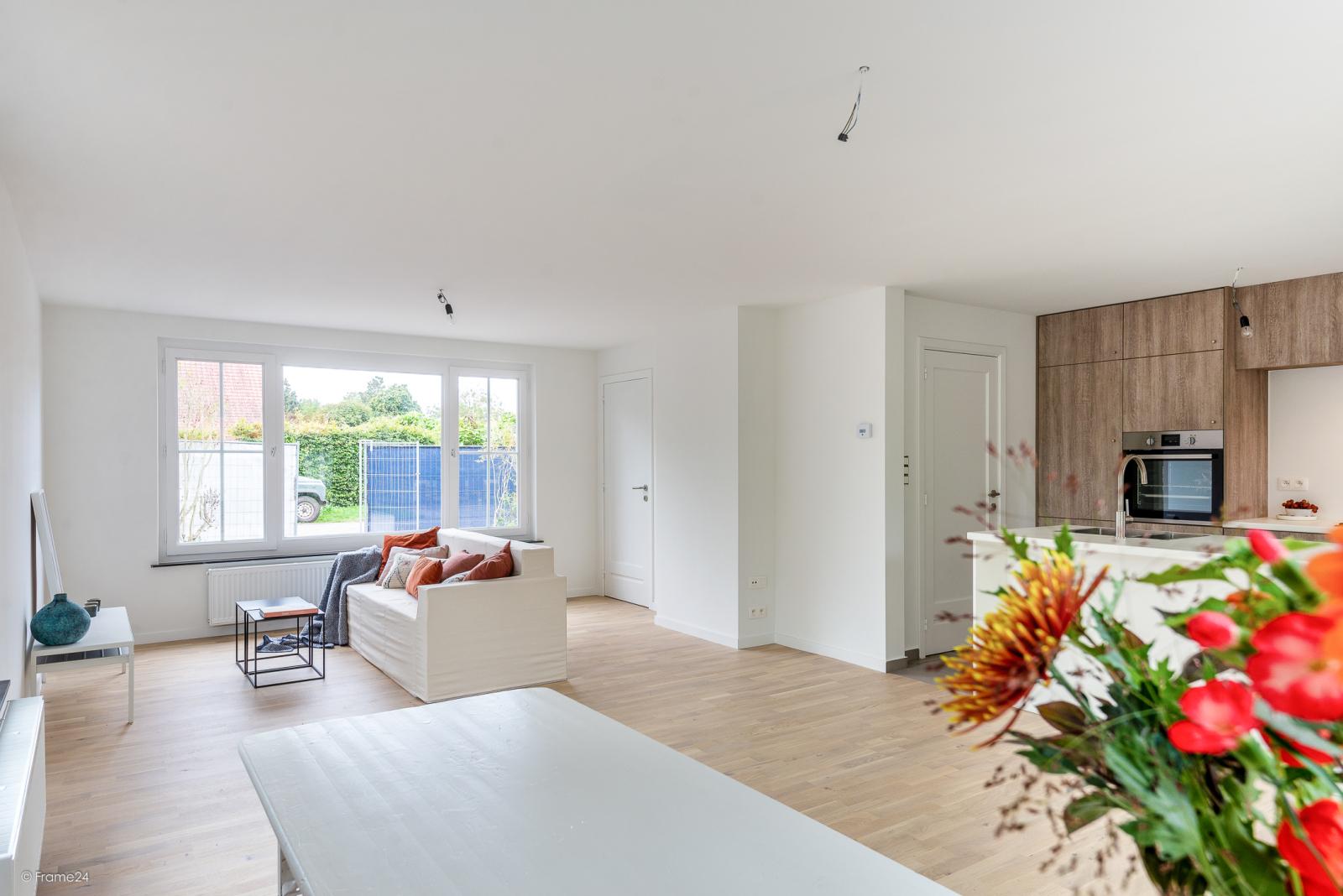 Volledig vernieuwde vrijstaande woning met drie slaapkamers op een hoekperceel van 776 m² te Schilde! afbeelding 3