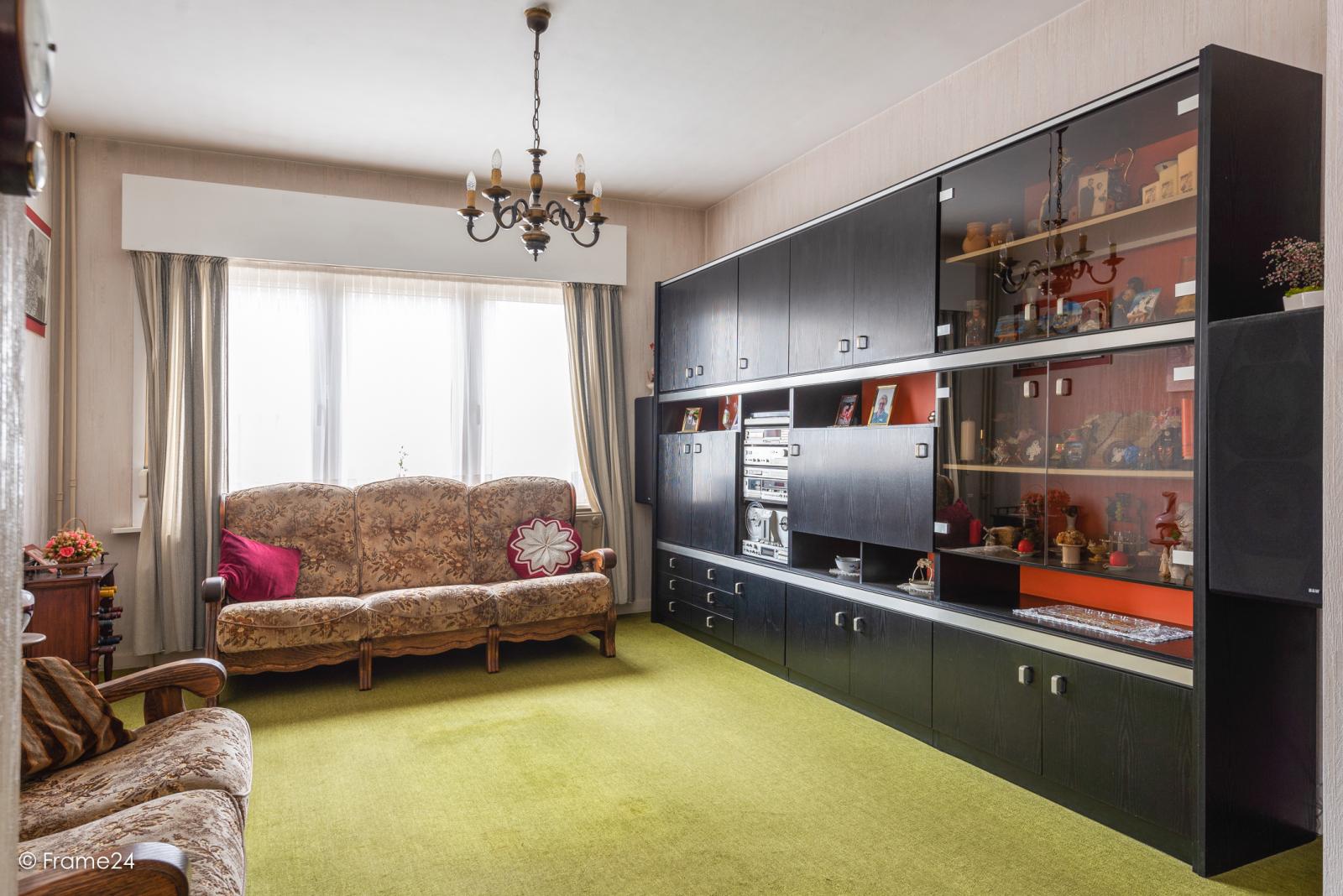 Op zeer goede locatie te Wommelgem treffen we deze te renoveren HOB op een perceel van 680 m²! afbeelding 5