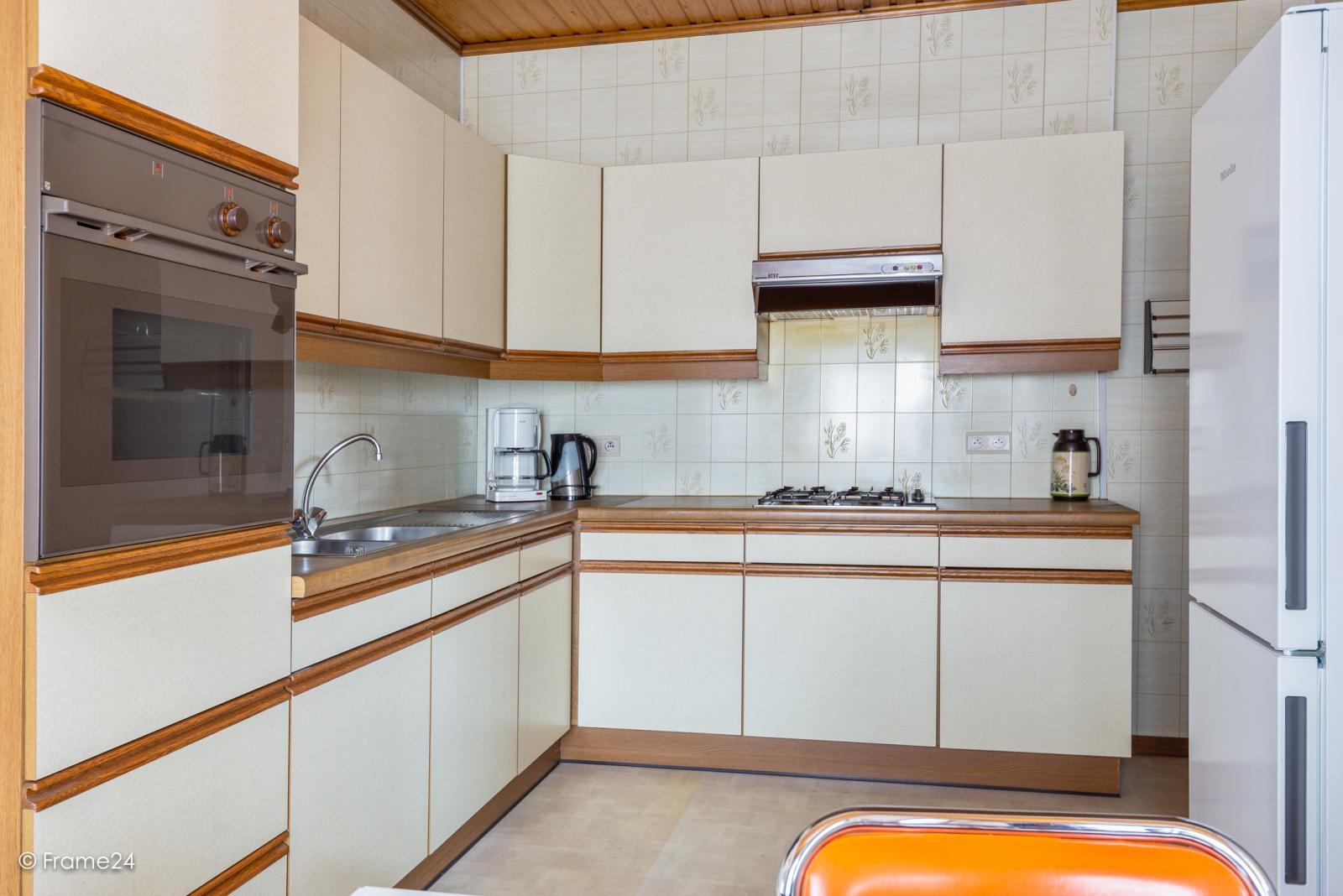 Op zeer goede locatie te Wommelgem treffen we deze te renoveren HOB op een perceel van 680 m²! afbeelding 8