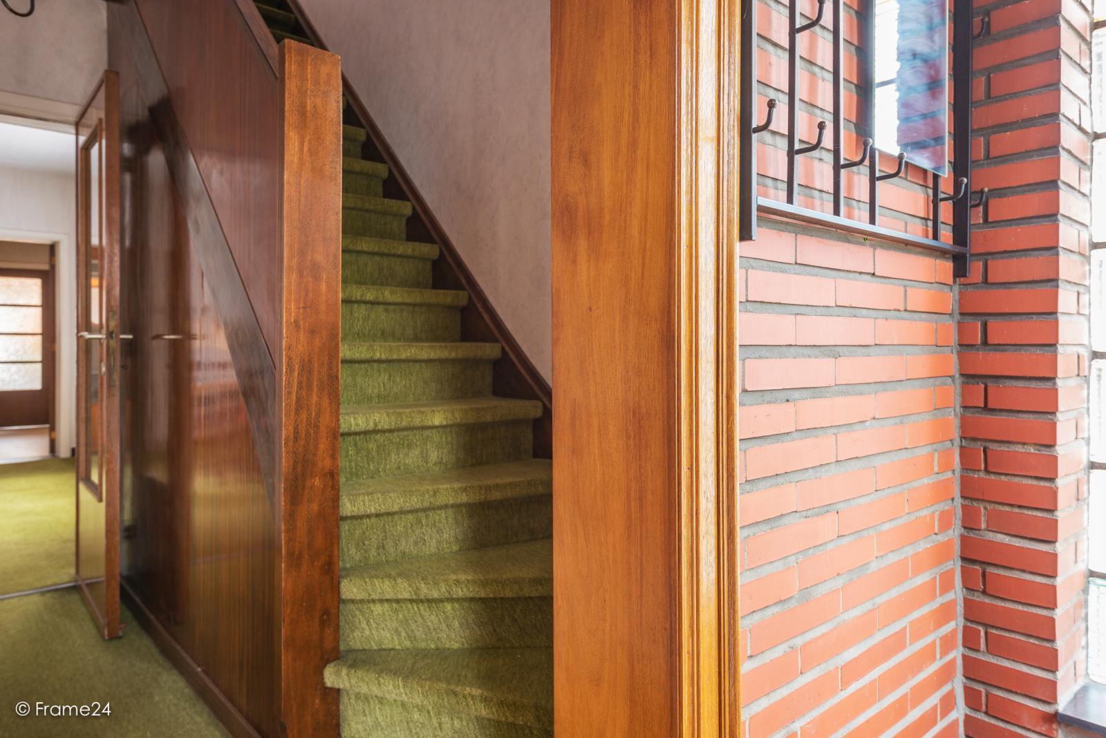 Op zeer goede locatie te Wommelgem treffen we deze te renoveren HOB op een perceel van 680 m²! afbeelding 14