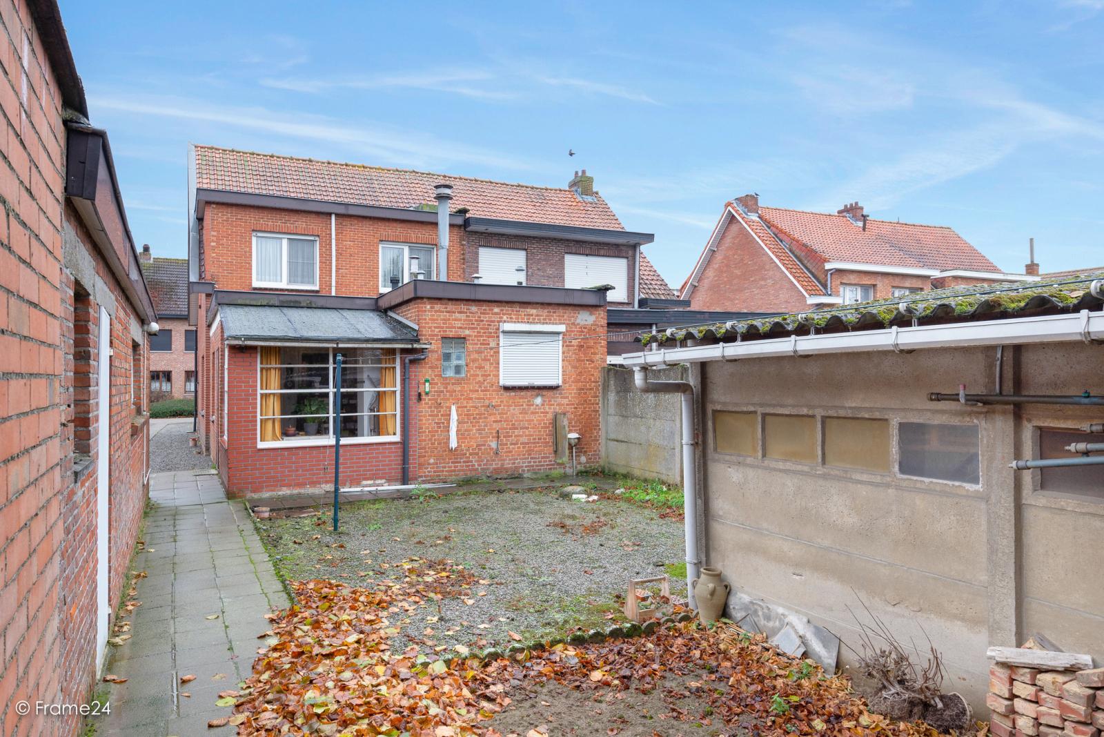 Op zeer goede locatie te Wommelgem treffen we deze te renoveren HOB op een perceel van 680 m²! afbeelding 18