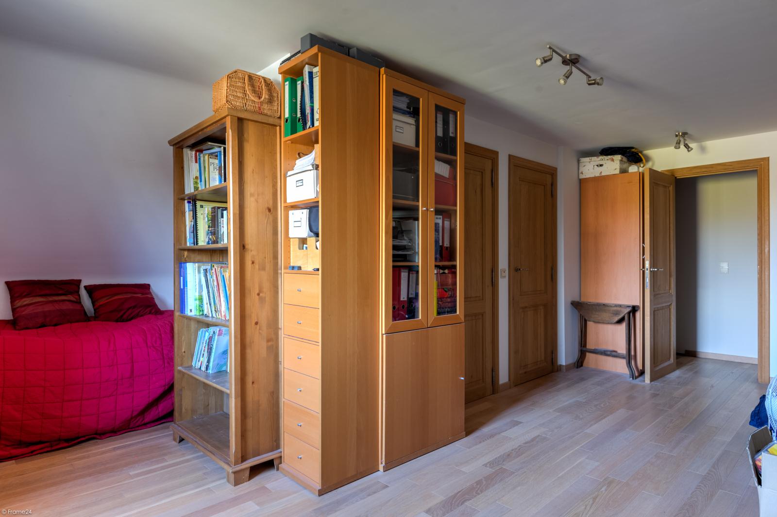 Prachtige half-open Pastorijwoning met vier slaapkamers en tuin met zicht op weiland te Lint! afbeelding 22