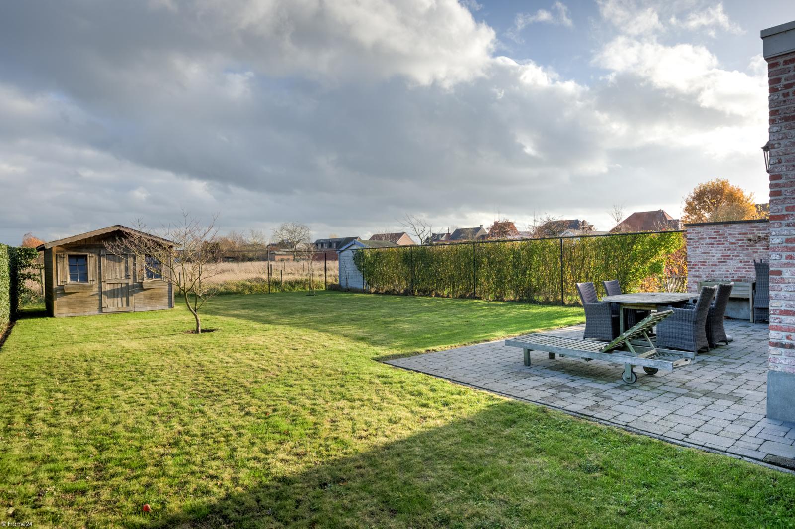 Prachtige half-open Pastorijwoning met vier slaapkamers en tuin met zicht op weiland te Lint! afbeelding 2