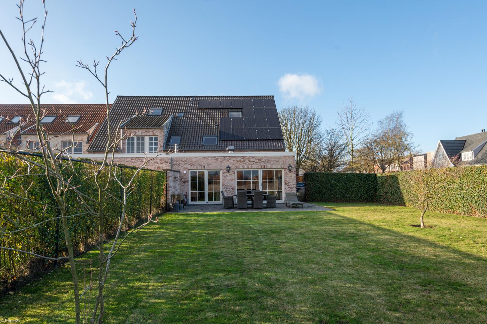 Prachtige half-open Pastorijwoning met vier slaapkamers en tuin met zicht op weiland te Lint! afbeelding 26