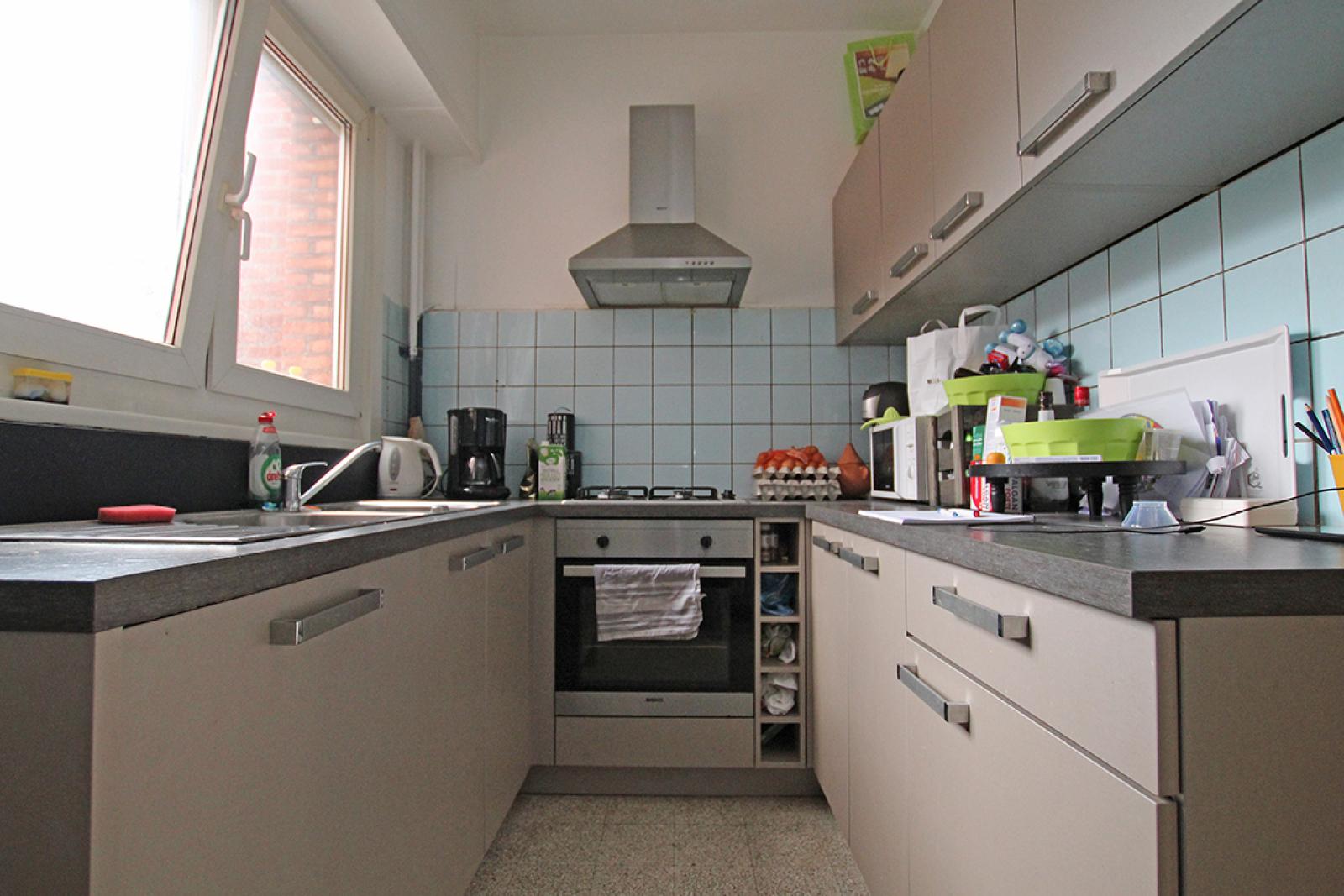Handelsgelijkvloers (120m²) met ruim duplex-appartement! afbeelding 7
