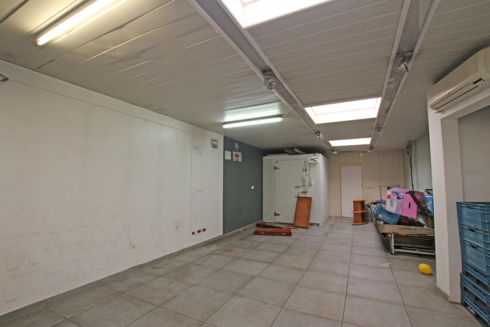 Handelsgelijkvloers (120m²) met ruim duplex-appartement! afbeelding 5