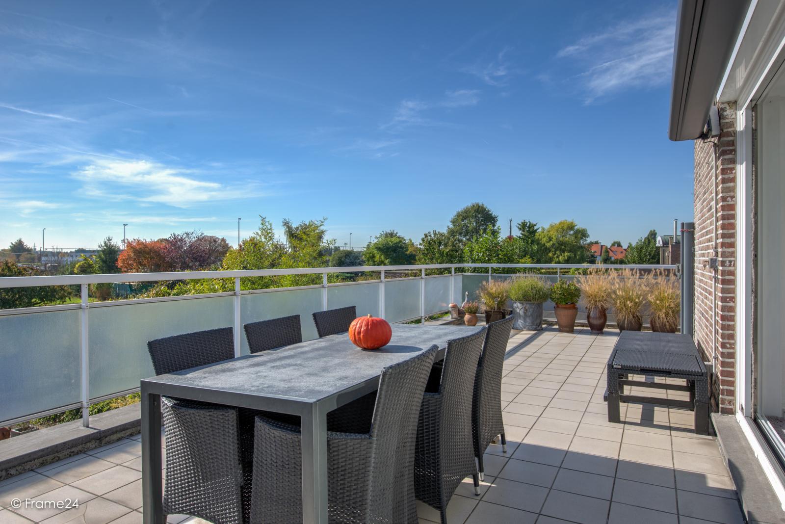 Prachtig duplex-appartement met riant terras (56 m²) én garage(s) te Wommelgem!   afbeelding 4